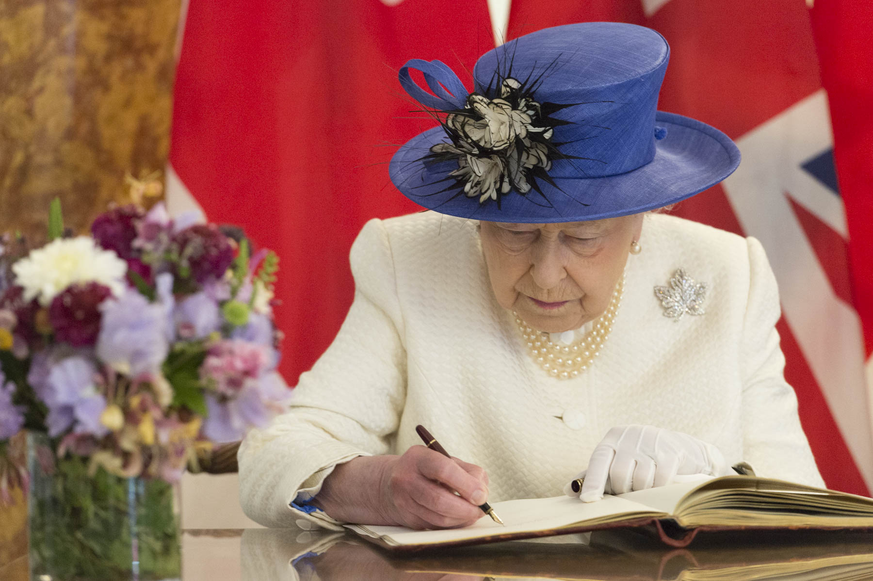 Her Majesty The Queen signed Canada House's guest book.