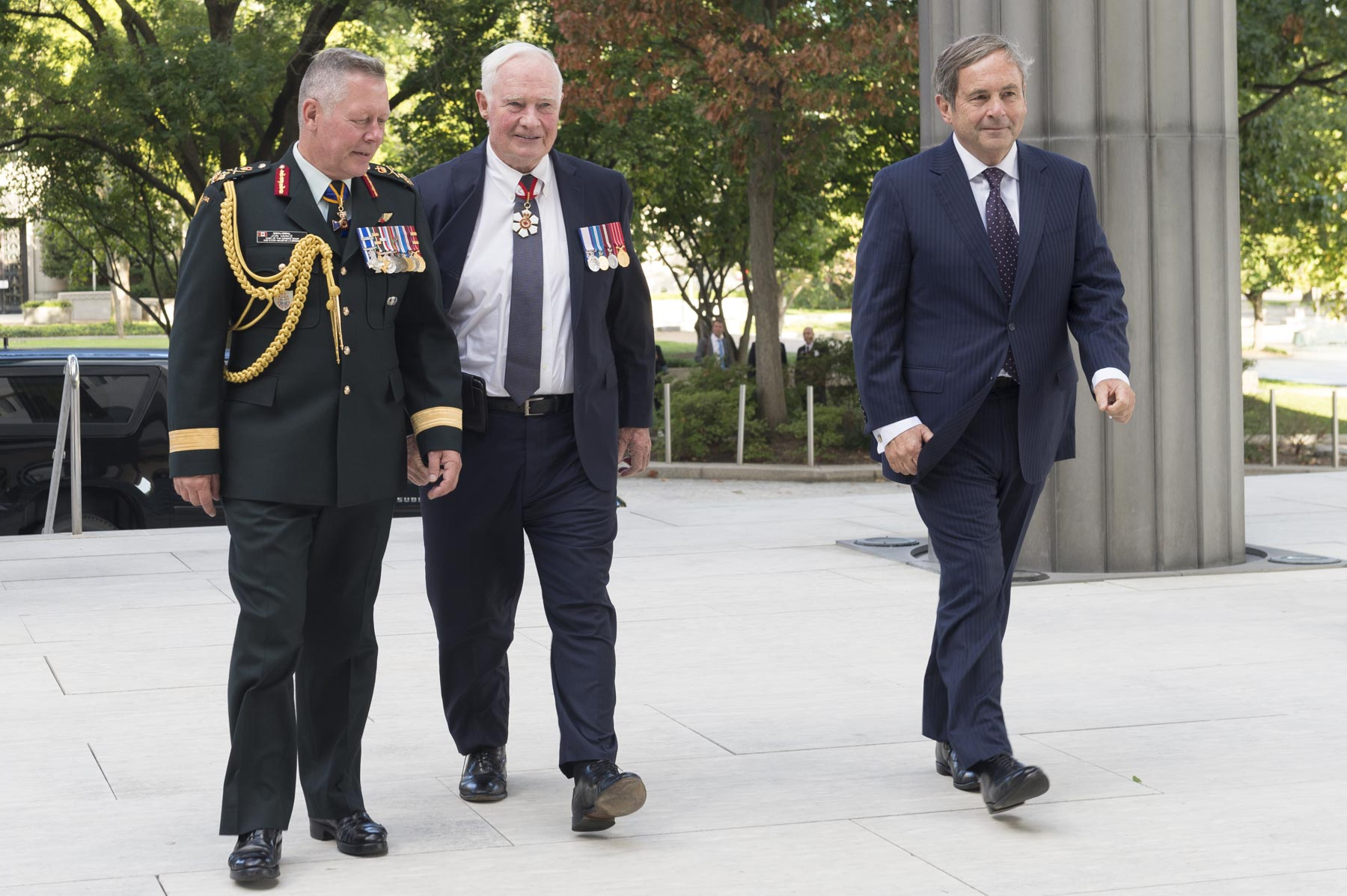 Upon his arrival in Washington, D.C., on September 13, 2017, the Governor General was greeted by General Jonathan Vance, Chief of the Defence Staff, and Mr. David MacNaughton, Ambassador of Canada to the United States.