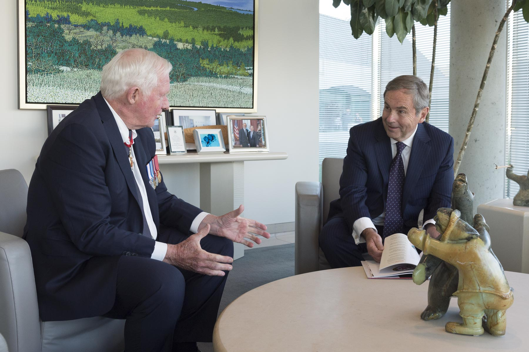 Le gouvernor general also met privately with Mr. David MacNaughton, Ambassador of Canada to the United States.