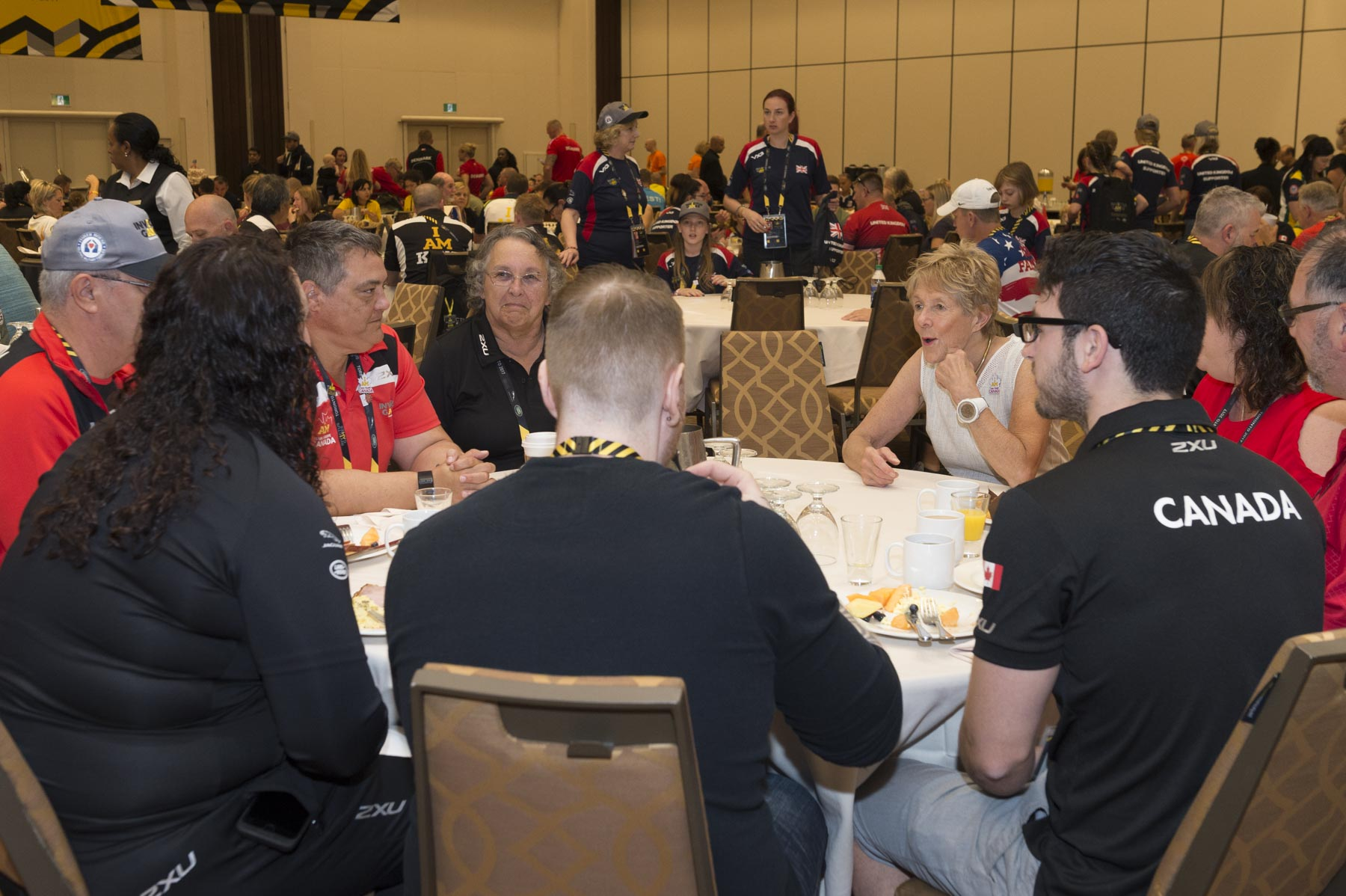 Her Excellency had the opportunity to have breakfast with Invictus Games Canadian competitors and their family members on September 24, 2017.