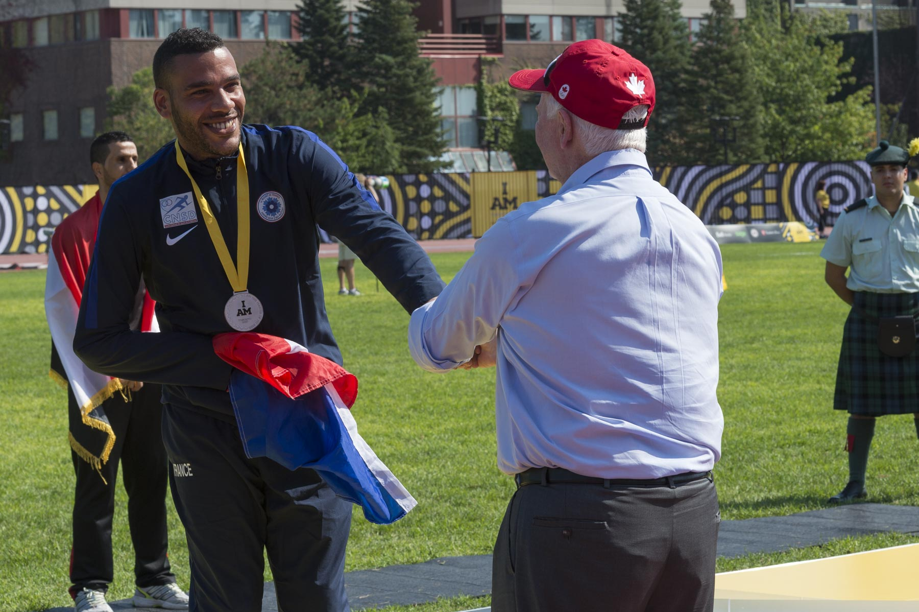 As governor general and commander-in-chief of Canada, His Excellency presented medals to the top three competitors in the men's 100-metre race.