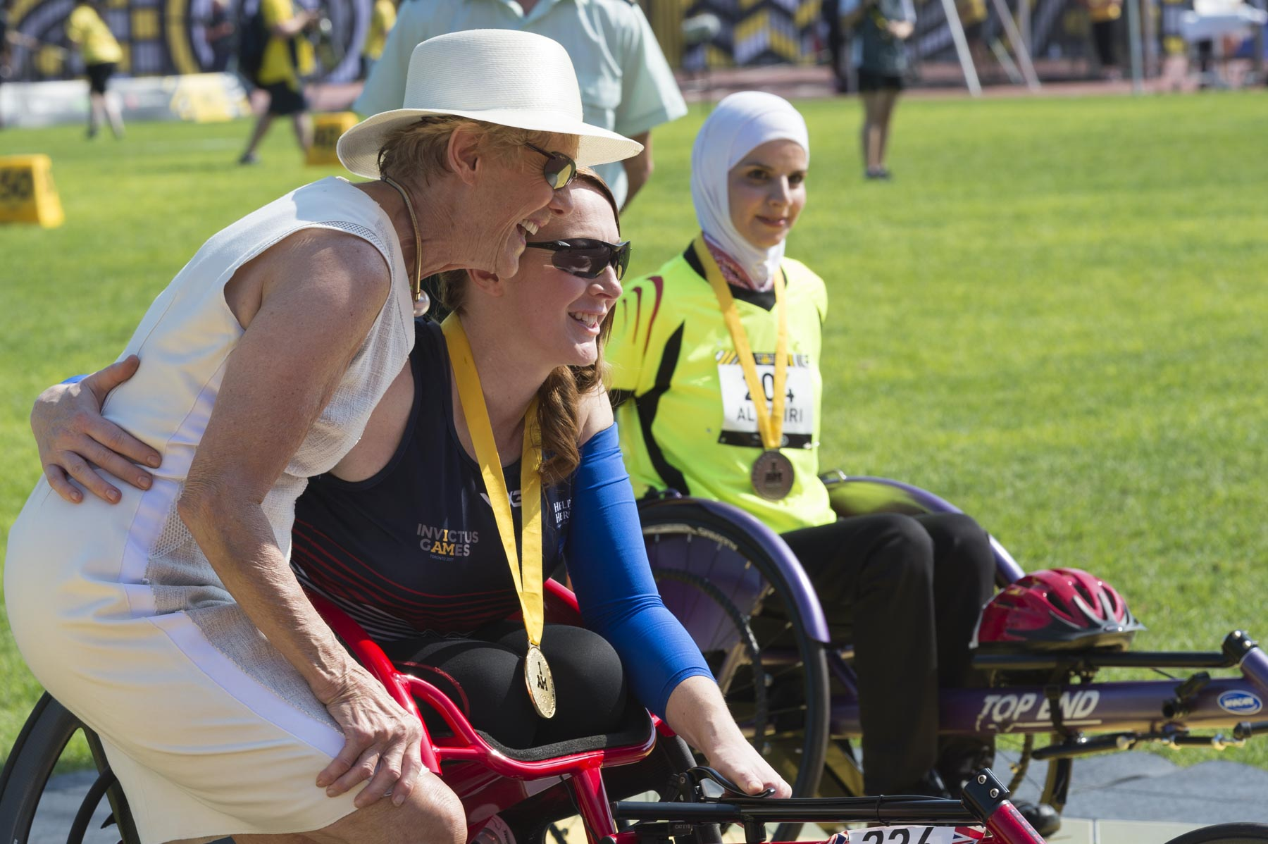 As Honorary Captain (Navy) for Military Personnel Command of the Canadian Armed Forces, Her Excellency presented medals to the top three competitors in the women's 100-metre wheelchair race.