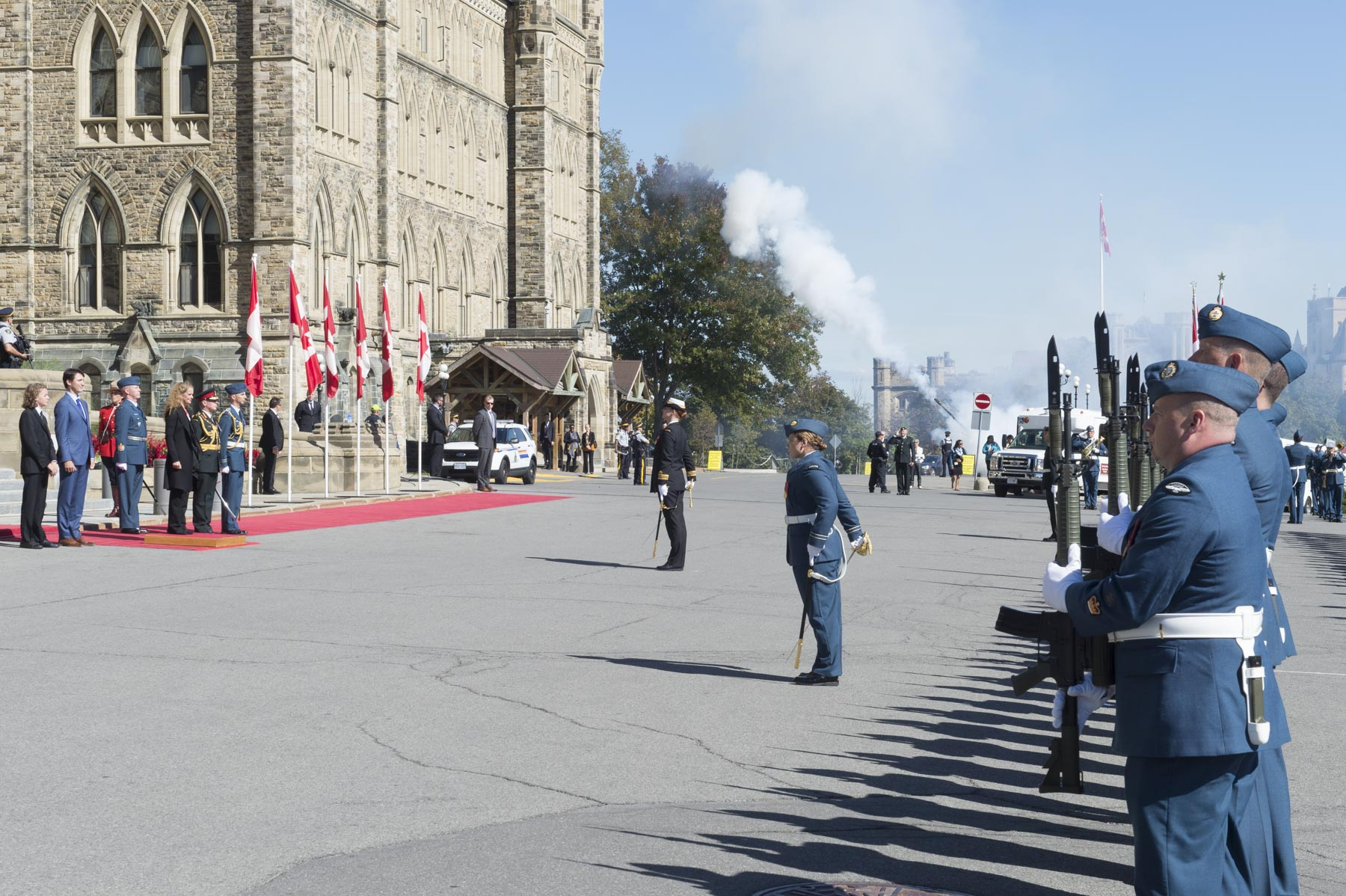 Following the ceremony, Ms. Payette stepped outside Parliament to receive military honours, including a Royal Salute and a 21-gun salute.