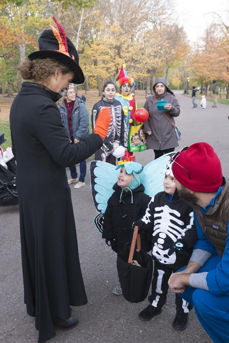 She also stopped and chatted with costumed families and visitors.