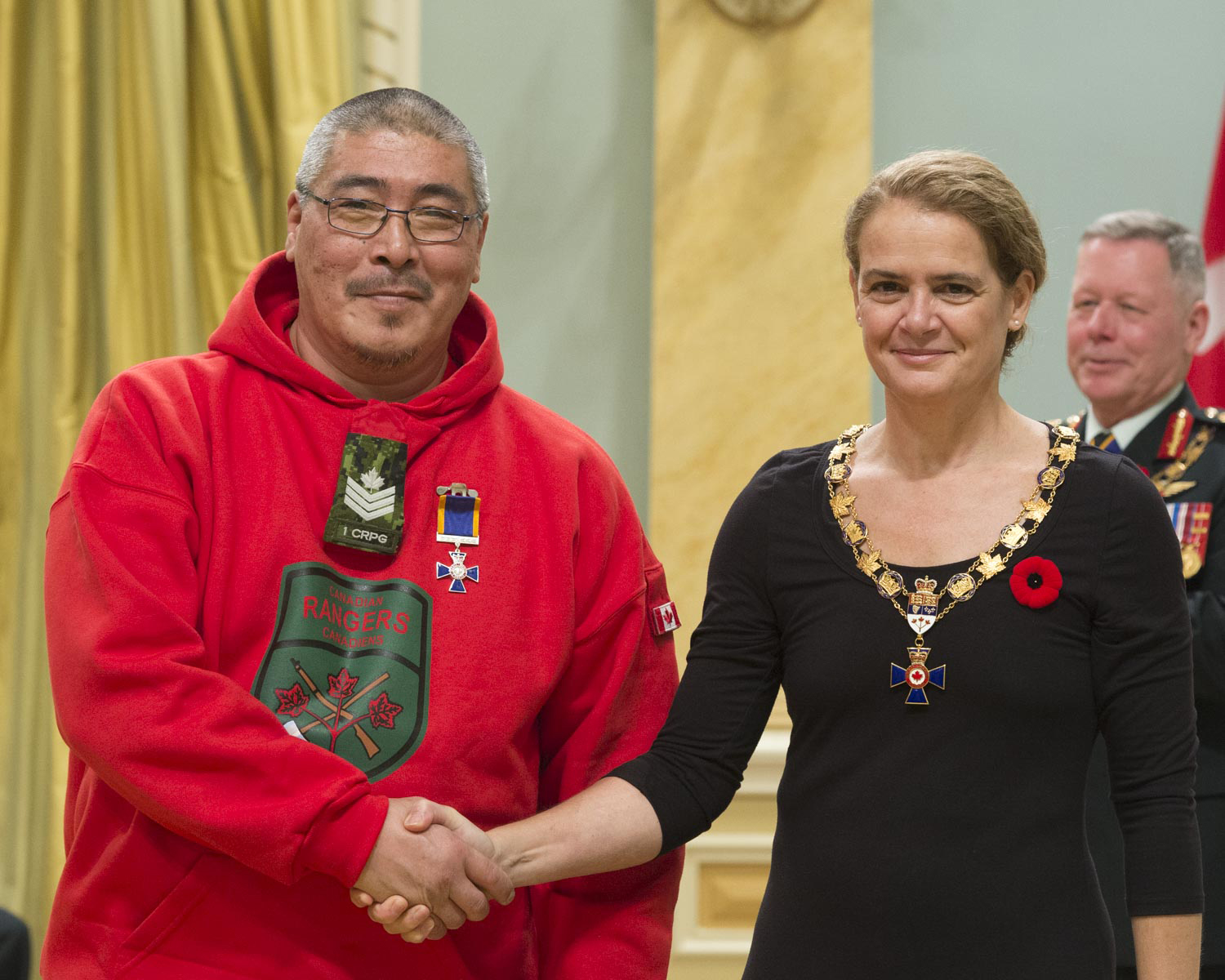 Her Excellency presented the Order of Military Merit at the Member level (M.M.M.) to Ranger Levi Palituq, M.M.M., M.B., C.D., from 1 Canadian Ranger Patrol Group, in Yellowknife, Northwest Territories.