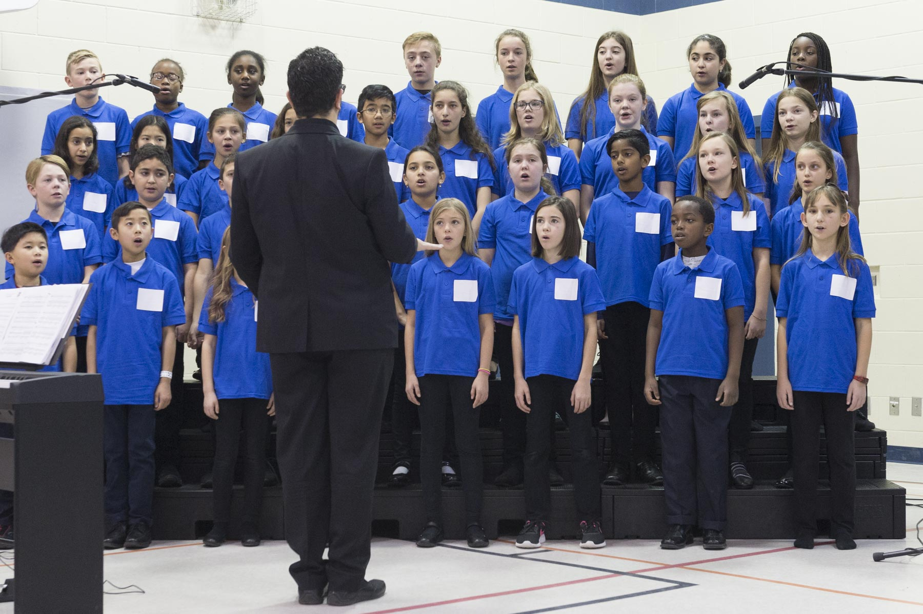 As part of the official ceremony, the school choir sung the national anthem.