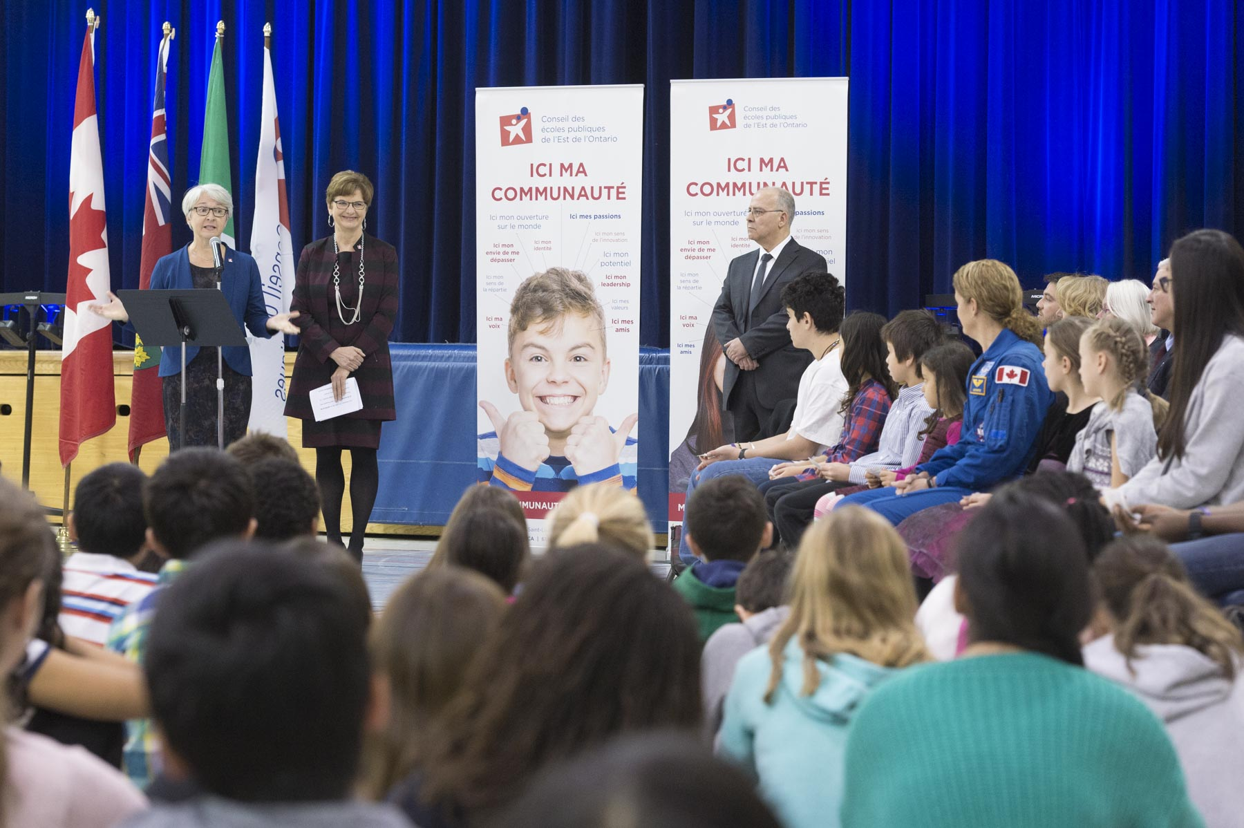 The Governor General was then warmly welcomed by hundreds of students and representatives from the school and school board during an official ceremony in the school gym.