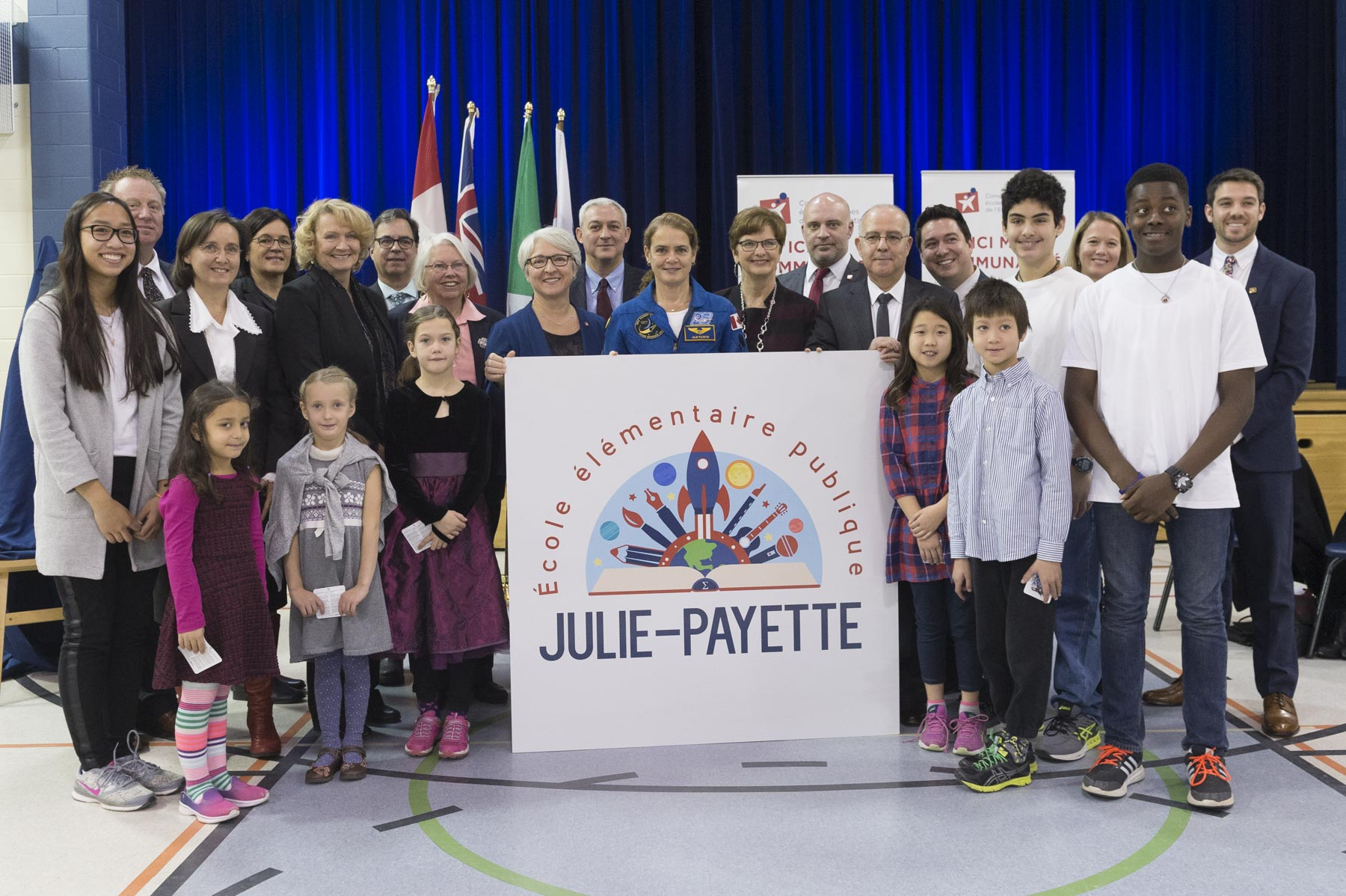 École élémentaire publique Kanata opened its doors in September 2000. In addition to offering courses and programs mandated by the Ontario Ministry of Education, the school places special emphasis on science, sports, arts and music.