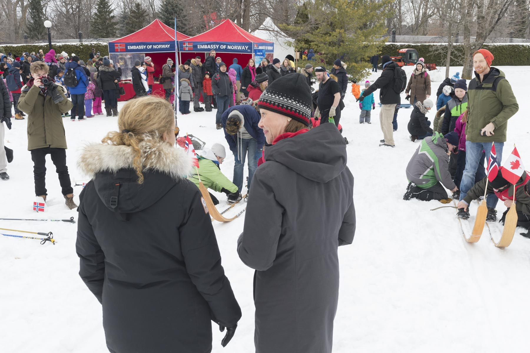 Governor General Julie Payette stopped by the Giant Norwegian ski to encouraged participants. she chatted with Ambassador of Norway, Her Excellency Anne Kari H. Ovind.