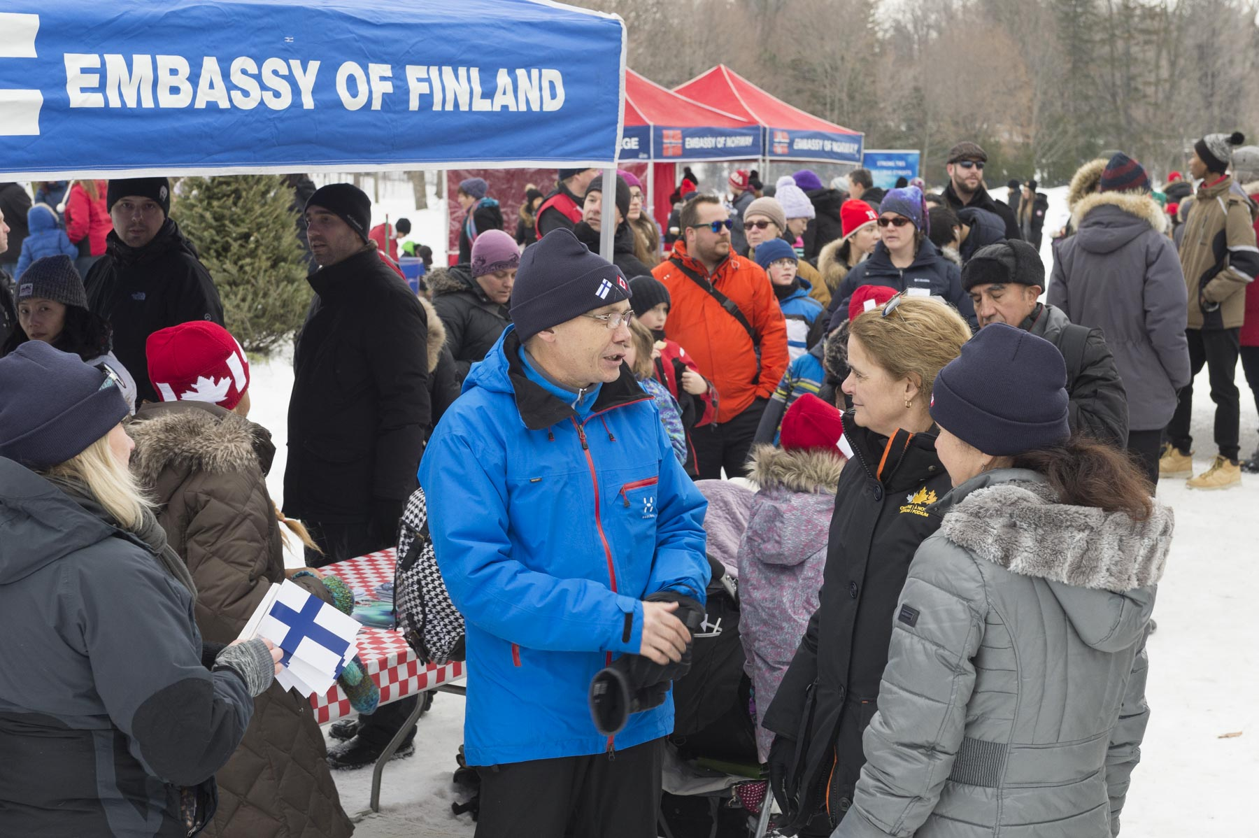 Ambassador of Finland, His Excellency Vesa Lehtoneno, talked with the Governor General. A team from the embassy was helping participants to experiment kicksledding, a chair-mounted sled.