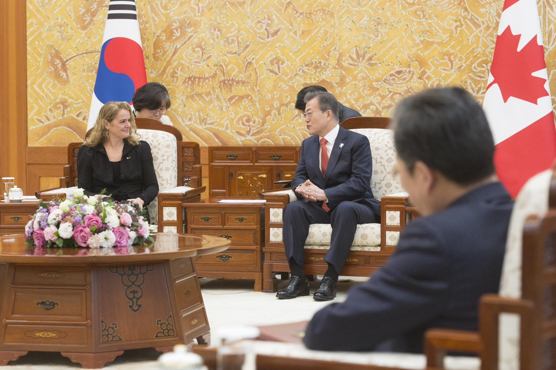 At the request of the Right Honourable Justin Trudeau, Prime Minister of Canada, Her Excellency attended the Olympic Winter Games PyeongChang 2018, in the Republic of Korea, from February 7 to 12, 2018. Upon her arrival in Seoul, she met with His Excellency Moon Jae-in, President of the Republic of Korea, at the Blue House.