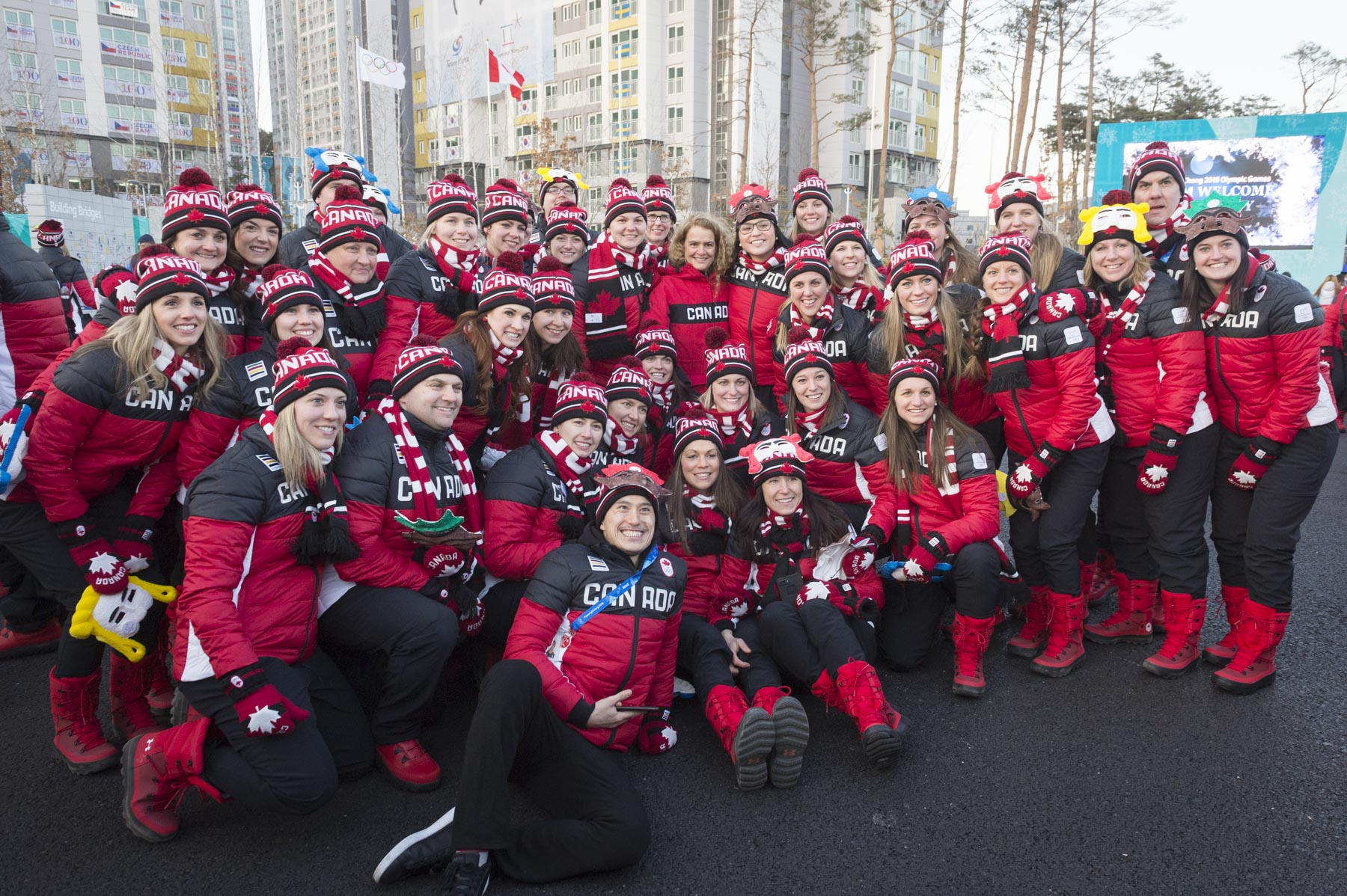 The Governor General met with the Women's Ice Hockey Team and wished them good luck.