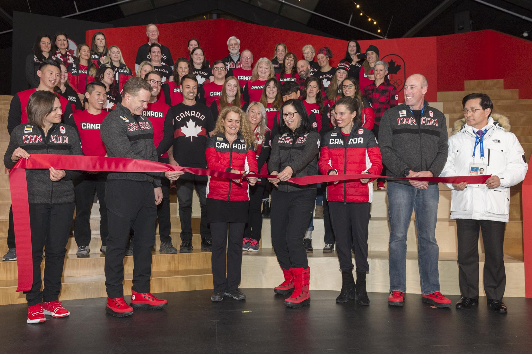 Joined by Canadian Olympic Committee representatives, the Governor General participated in the ribbon-cutting ceremony marking the official opening of Canada Olympic House.