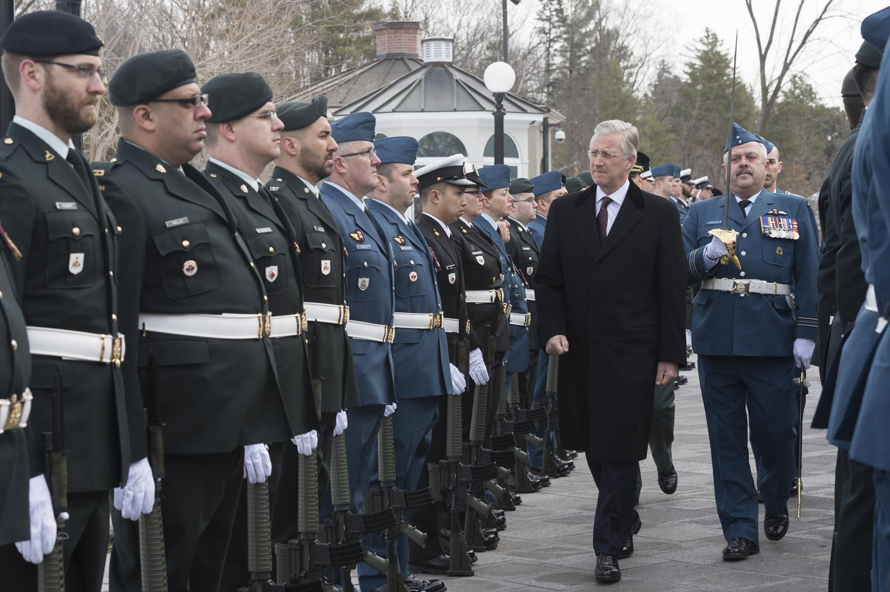 His Majesty then proceeded with the inspected a guard of honour of members of the Canadian Armed Forces.