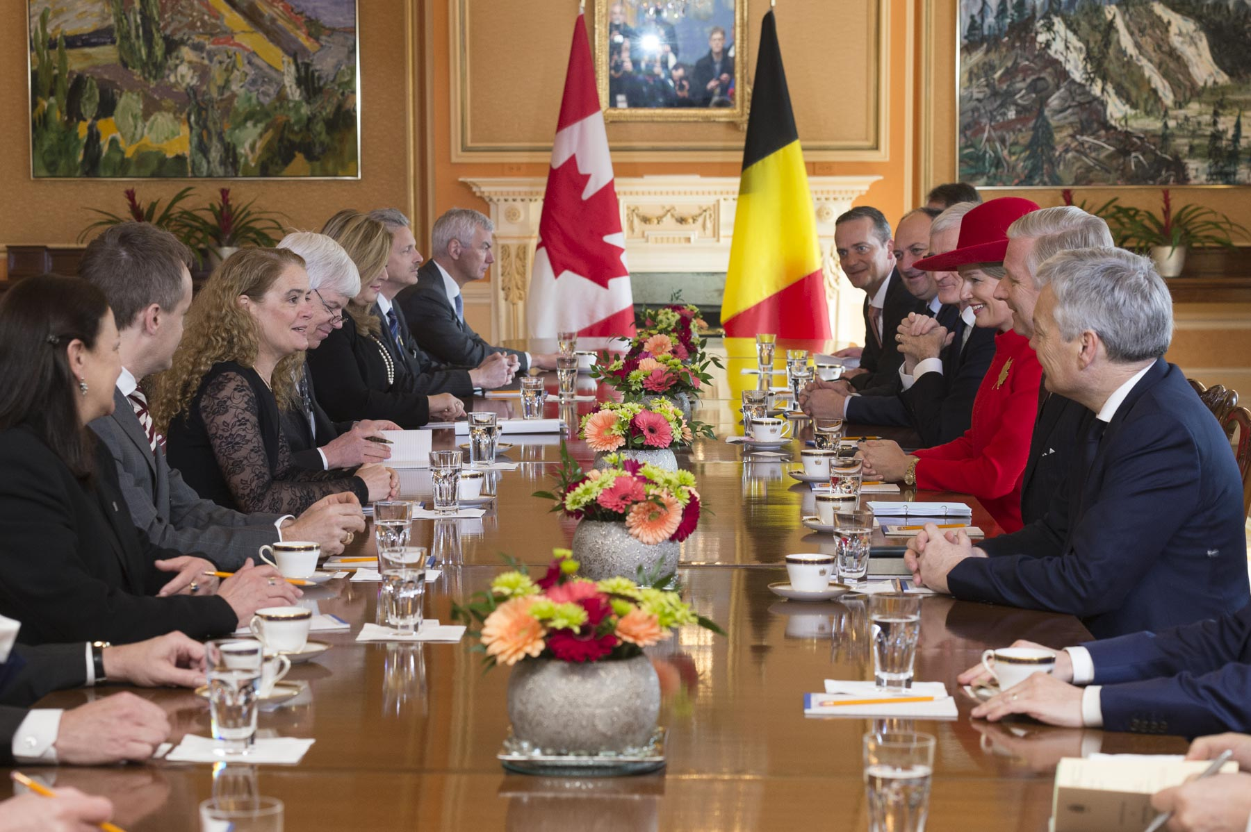 Following the ceremony, the Governor General held a meeting with Their Majesties and members of the Belgian and Canadian delegations to discuss Canada-Belgium relations.