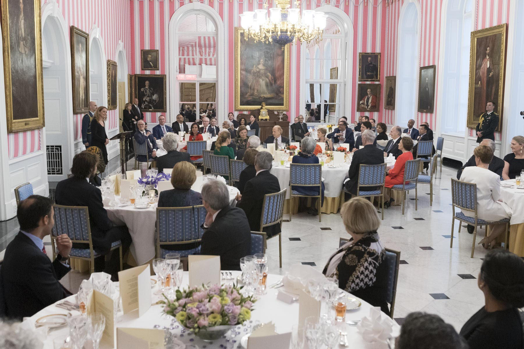 The Governor General hosted a dinner at Rideau Hall to mark the Diamond Jubilee of His Royal Highness the Aga Khan. A cross-section of Canadians were in attendance on this occasion.