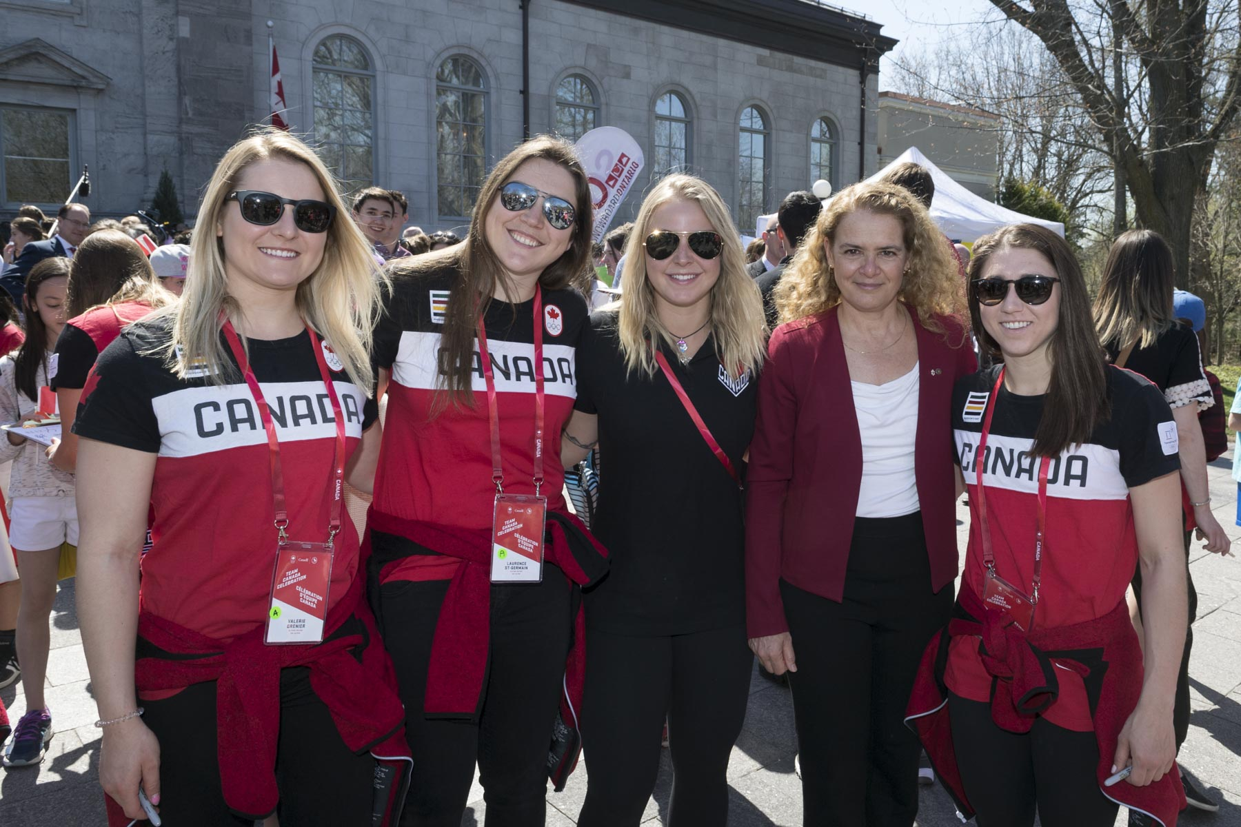 Her Excellency posed for a photo with members of the women's alpine skiing team.