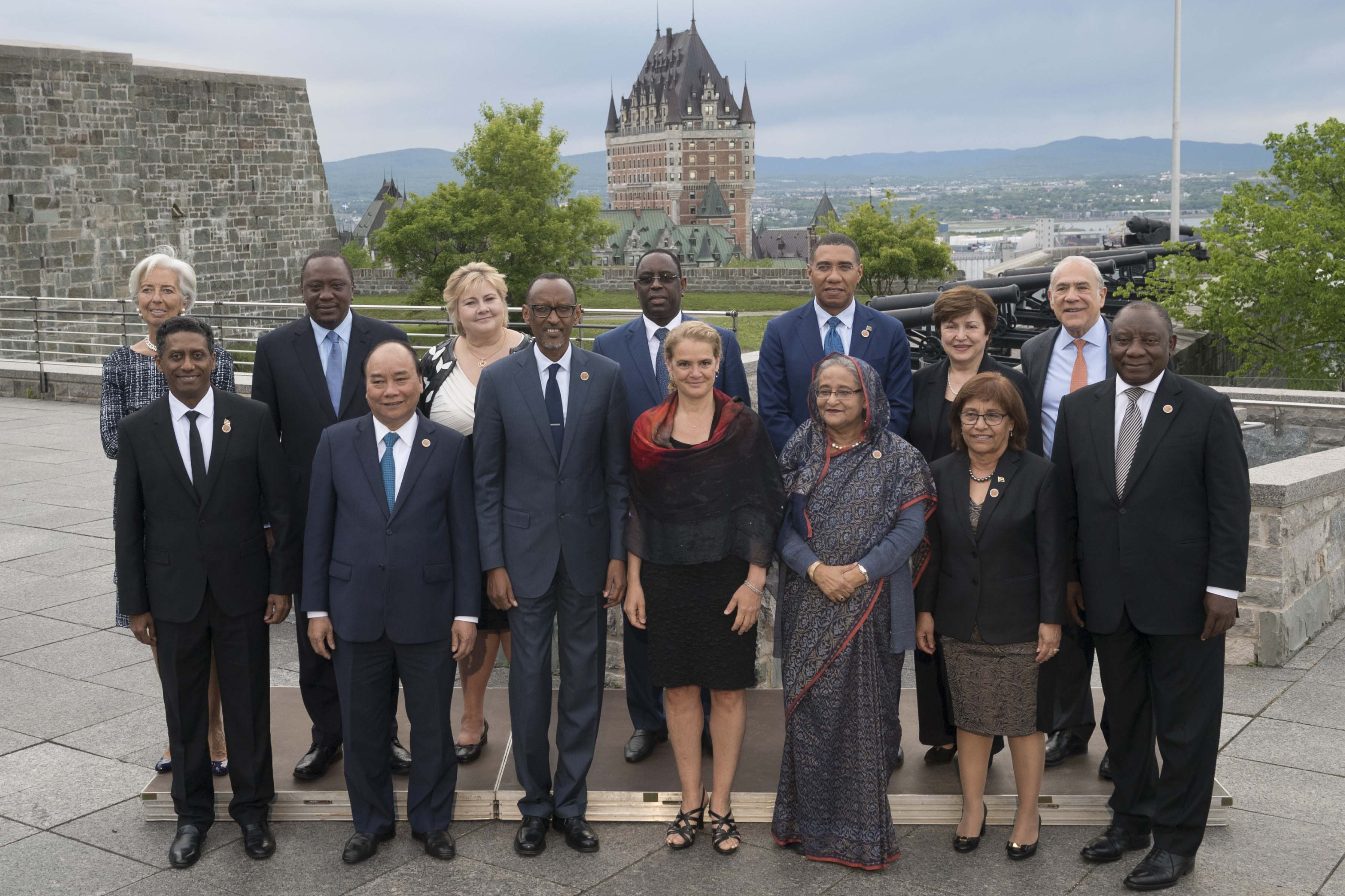The Governor General hosted a dinner in honour of the heads of State, heads of government and heads of international organizations participating in the outreach session of the Charlevoix G7 Summit. The event took place at the Residence of the Governor General at the Citadelle of Québec on June 8, 2018.