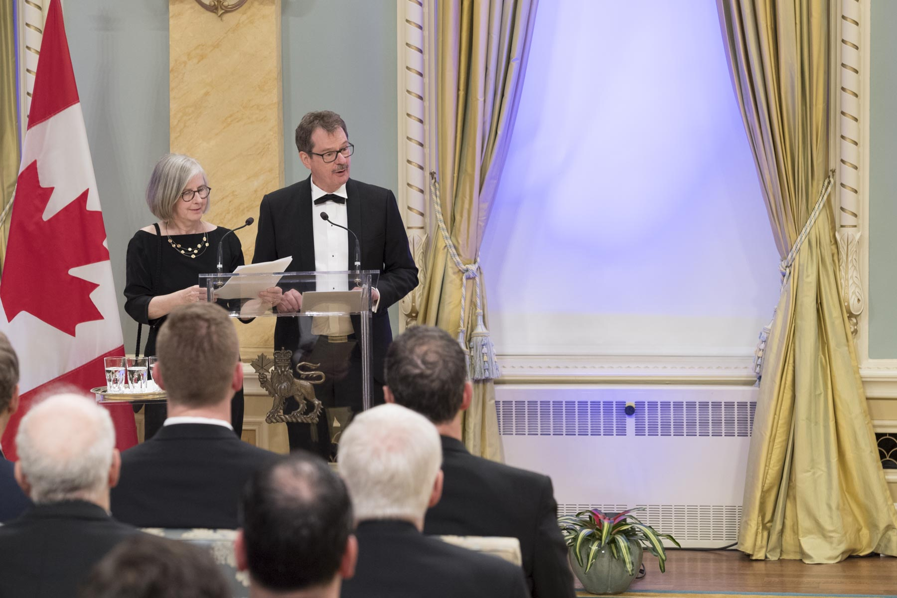 The evening was emceed by Ms. Kim Kierans, Vice-President of the Michener Foundation, and Mr. Pierre-Paul Noreau, Editor-in-Chief of Le Droit.