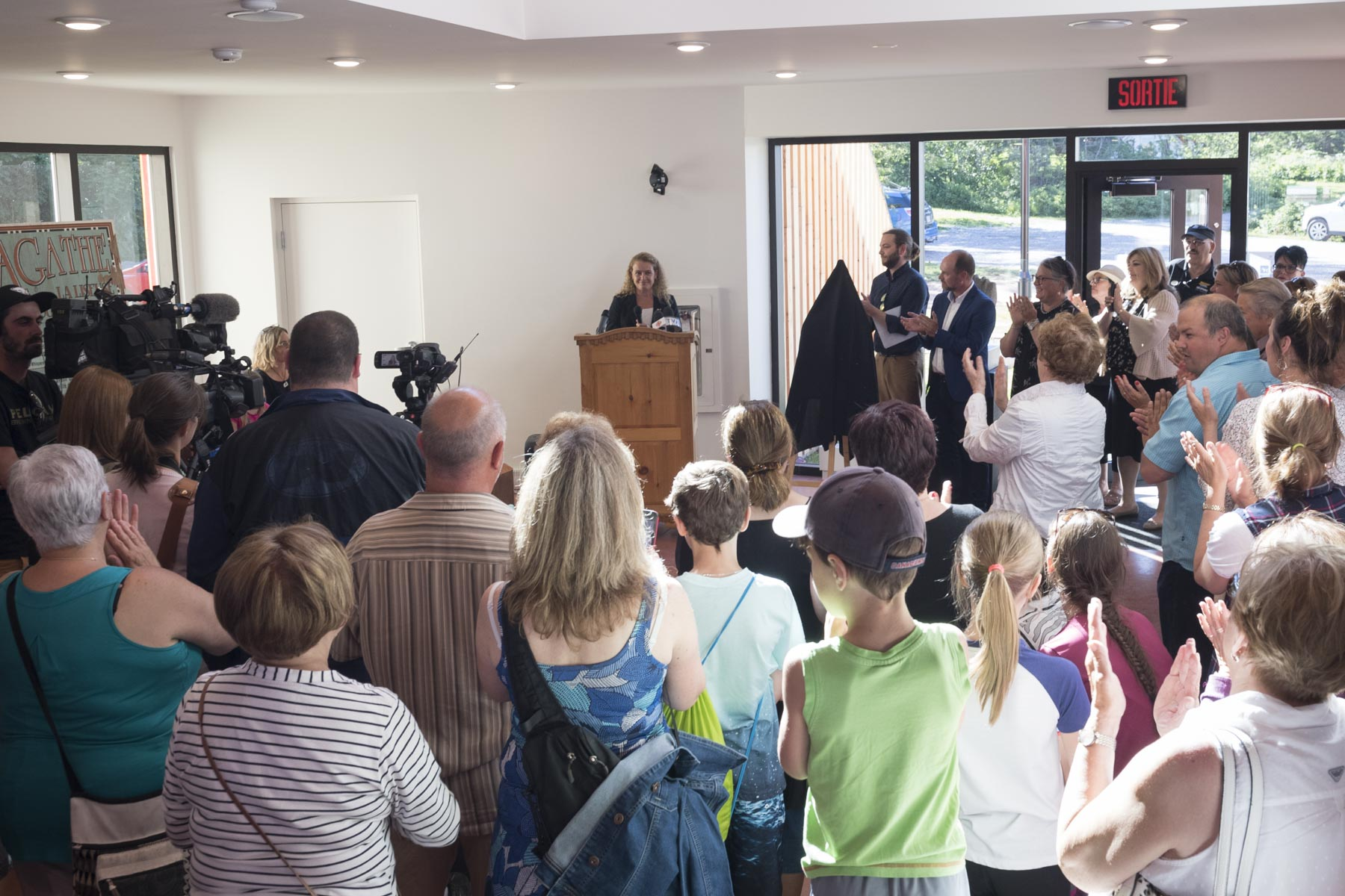 During the unveiling, the Governor General delivered brief remarks. She mentioned how much she always enjoys coming back to the Gaspé Peninsula.