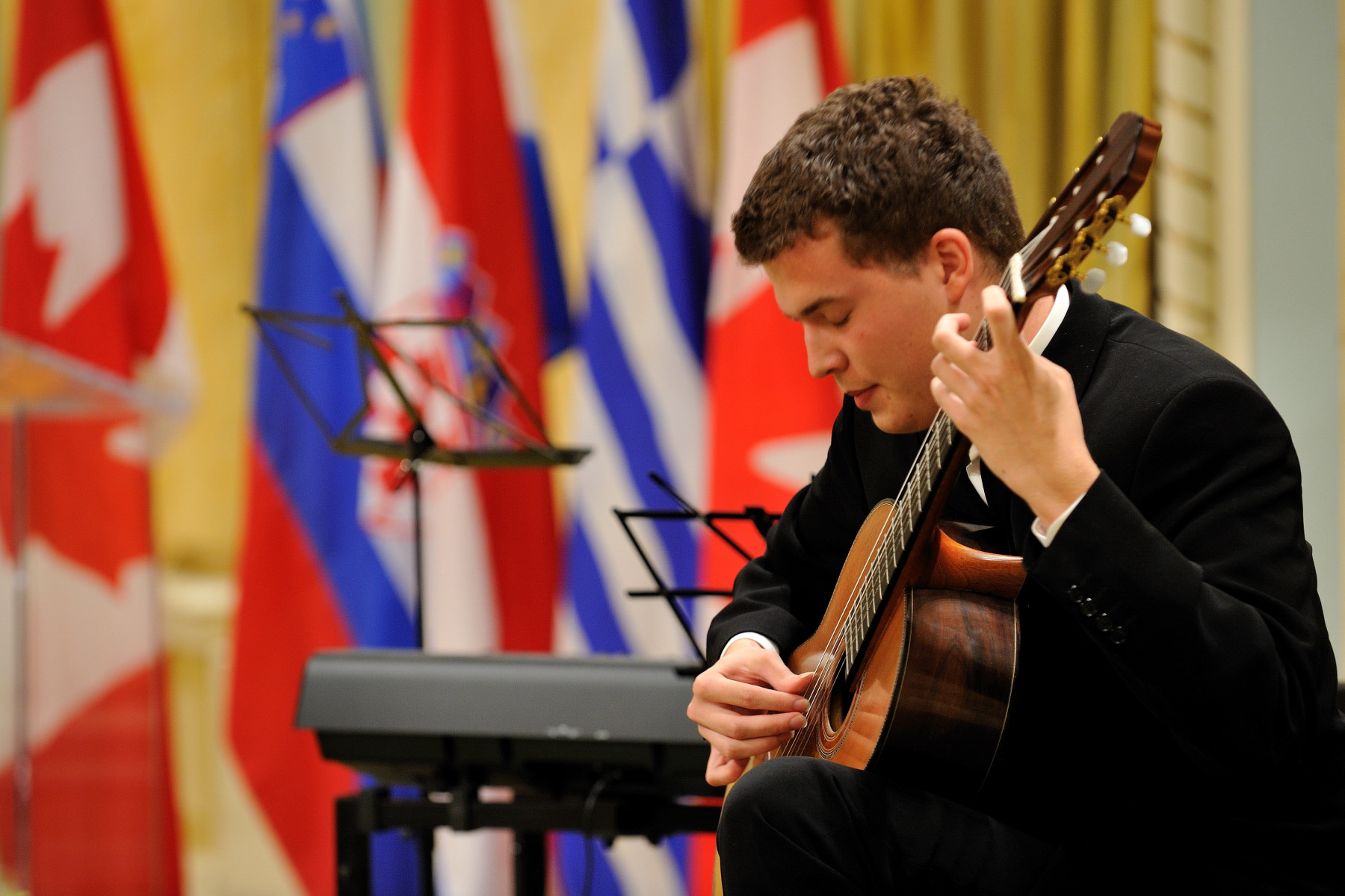 Croatian guitarist Srjan Bulat offered an oustanding performance. He was born on October 20, 1986, in Split, Croatia, and, at the age of 8, began to play the guitar.