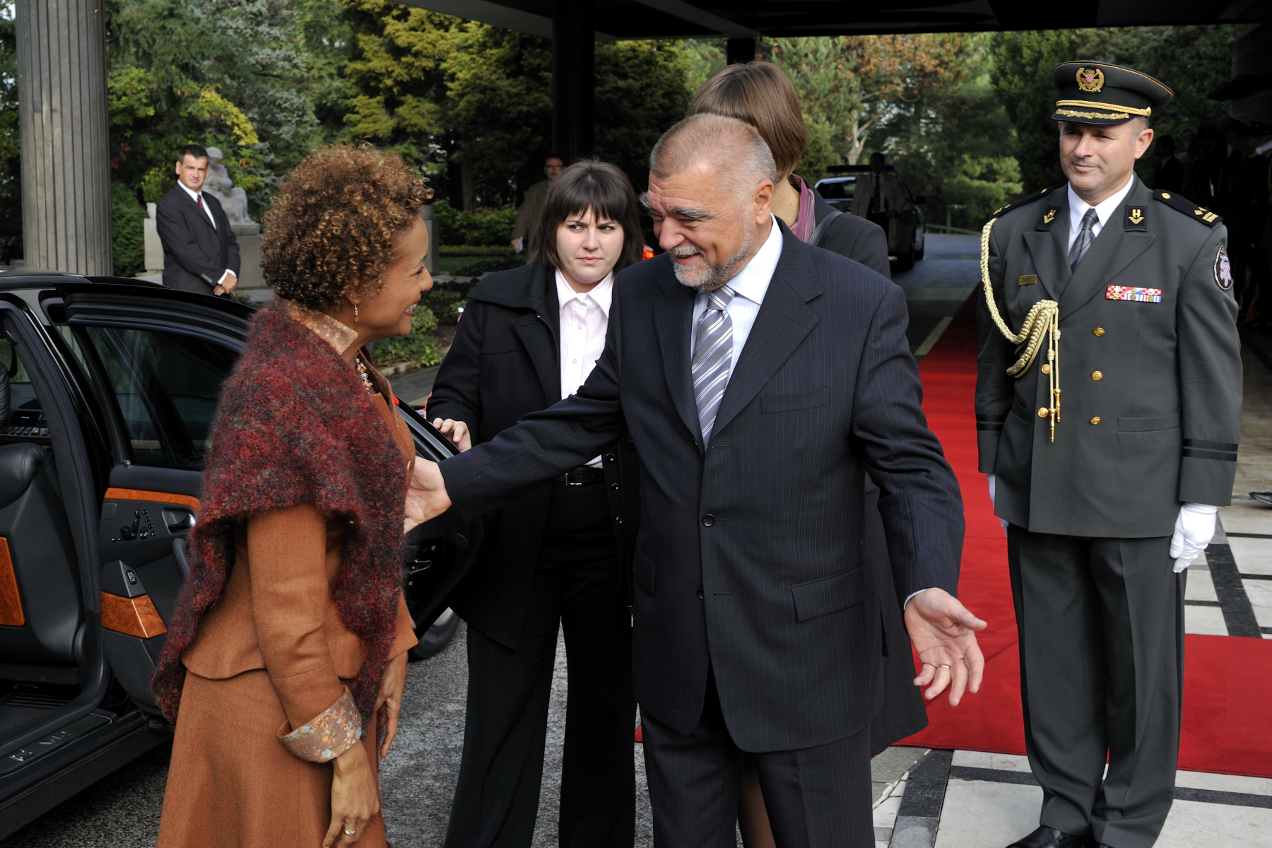 His Excellency Stjepan Mesić, President of the Republic of Croatia, welcomed the Governor General.