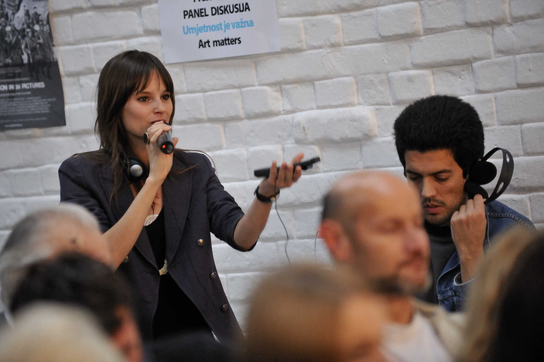 Delegate Stéphanie Lapointe, singer, also took part in the discussion.