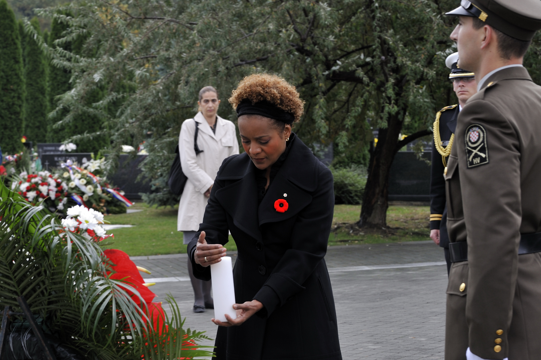 Her Excellency laid a wreath at the War Memorial Centre.