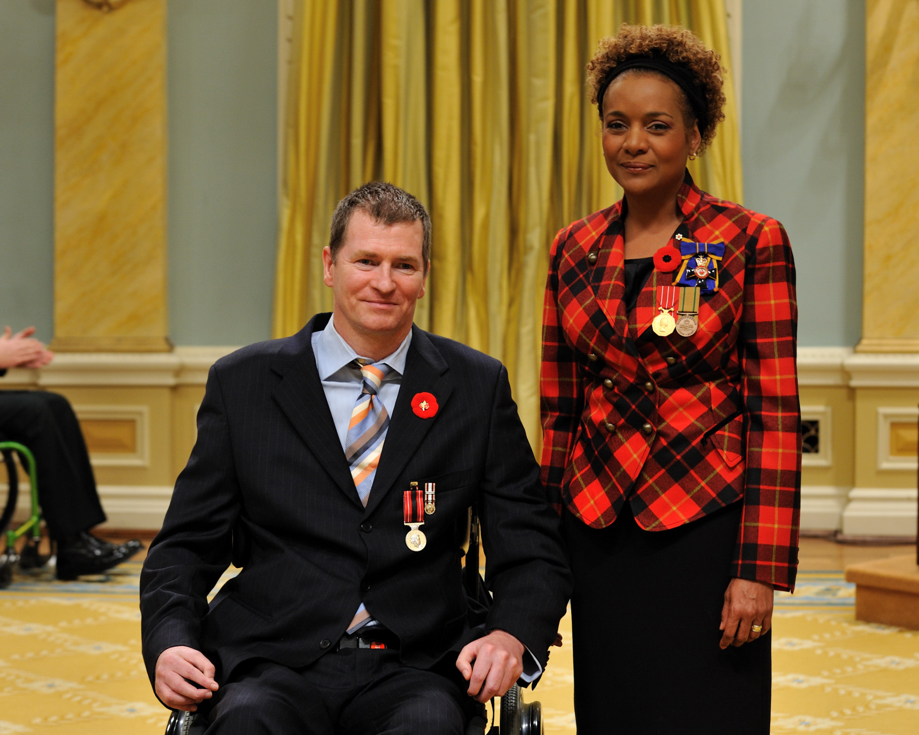 Her Excellency the Right Honourable Michaëlle Jean, Commander-in-Chief of Canada, presented the Sacrifice Medal to Captain Charles Trevor Greene.