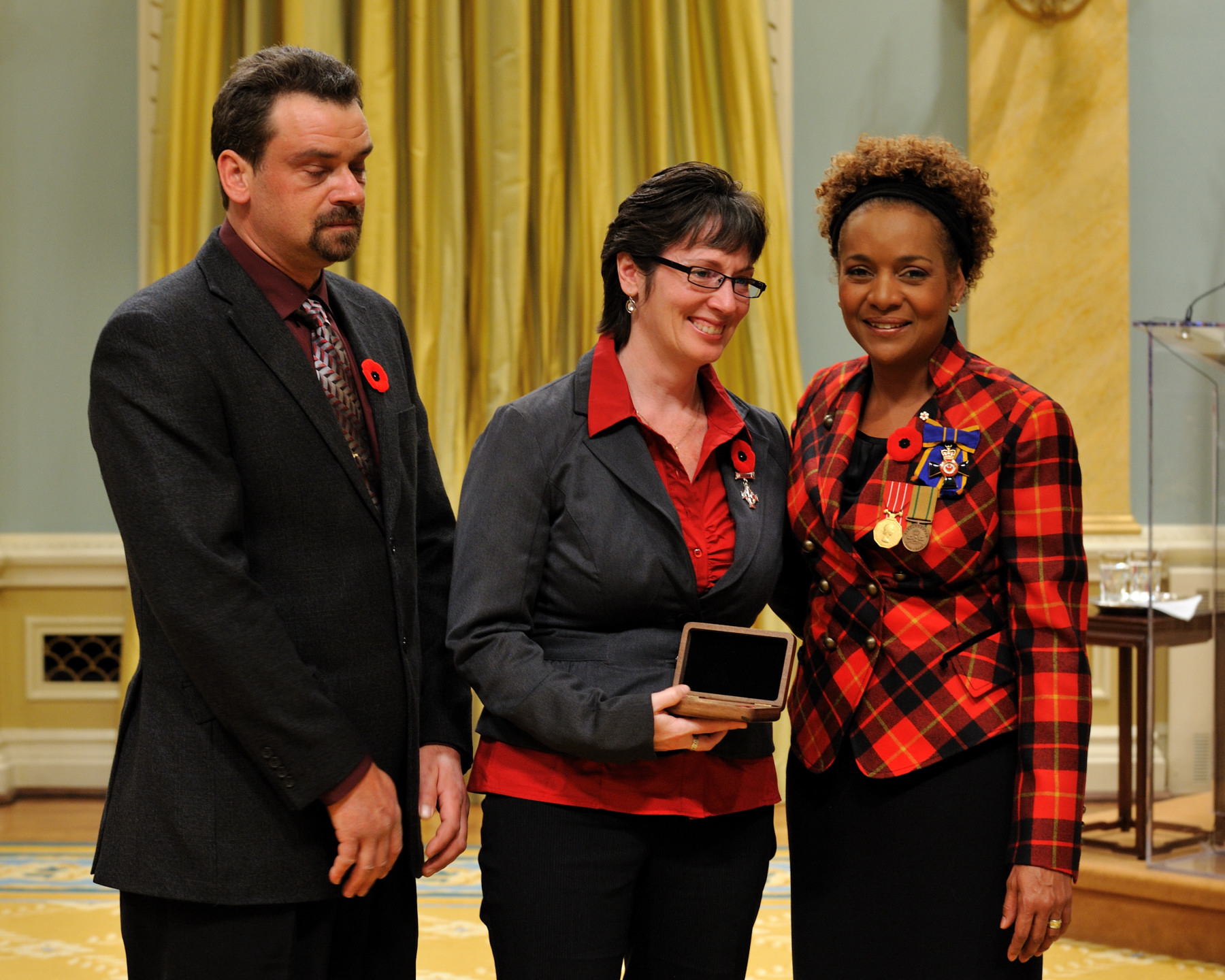 Her Excellency the Right Honourable Michaëlle Jean, Commander-in-Chief of Canada, presented the Sacrifice Medal to the family of Private Arielle Marie Keyes-Oliver, who was honoured posthumously.