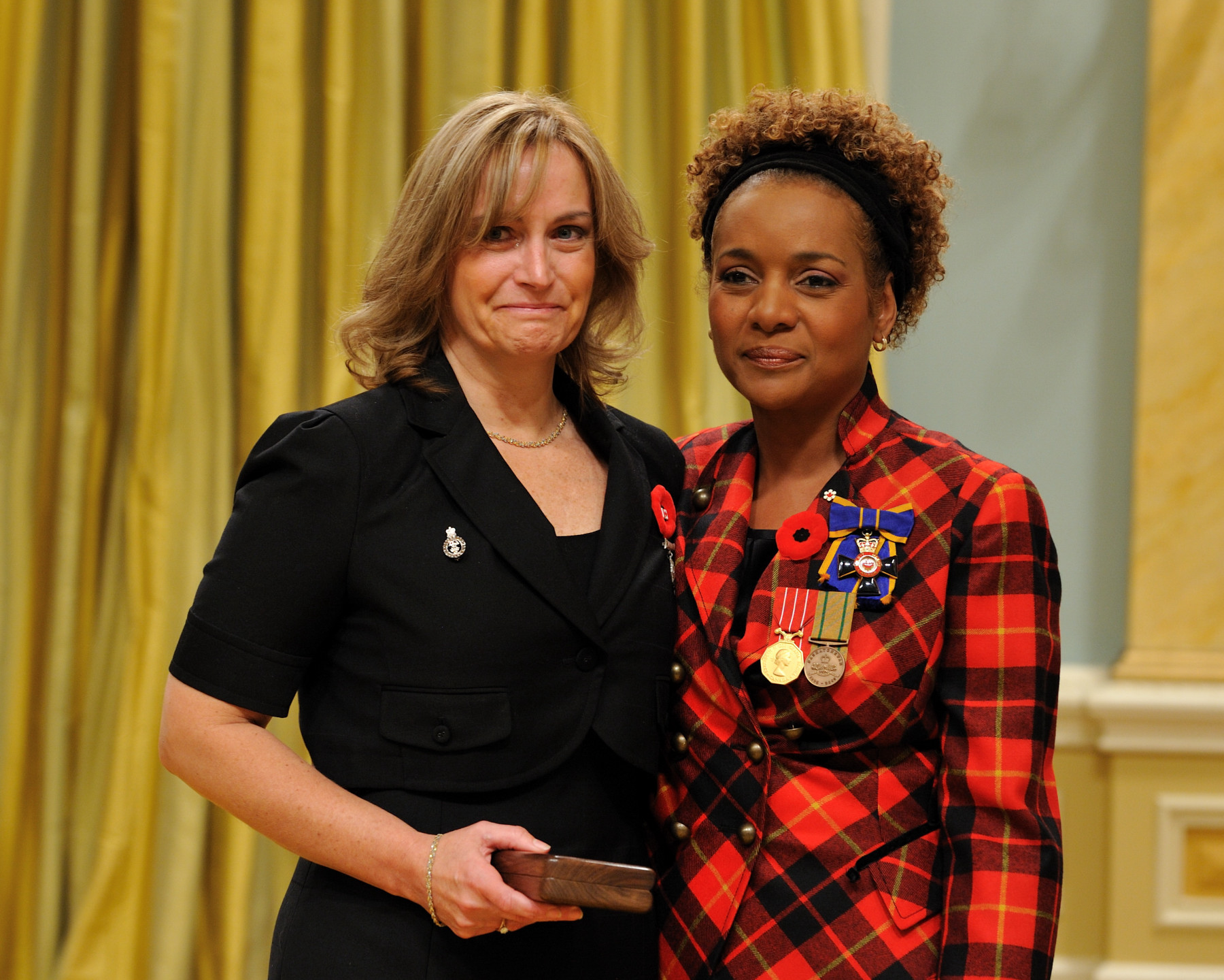Her Excellency the Right Honourable Michaëlle Jean, Commander-in-Chief of Canada, presented the Sacrifice Medal to the wife of Major Paeta Derek Hess-von Kruedener, M.S.C., C.D., who was honoured posthumously.