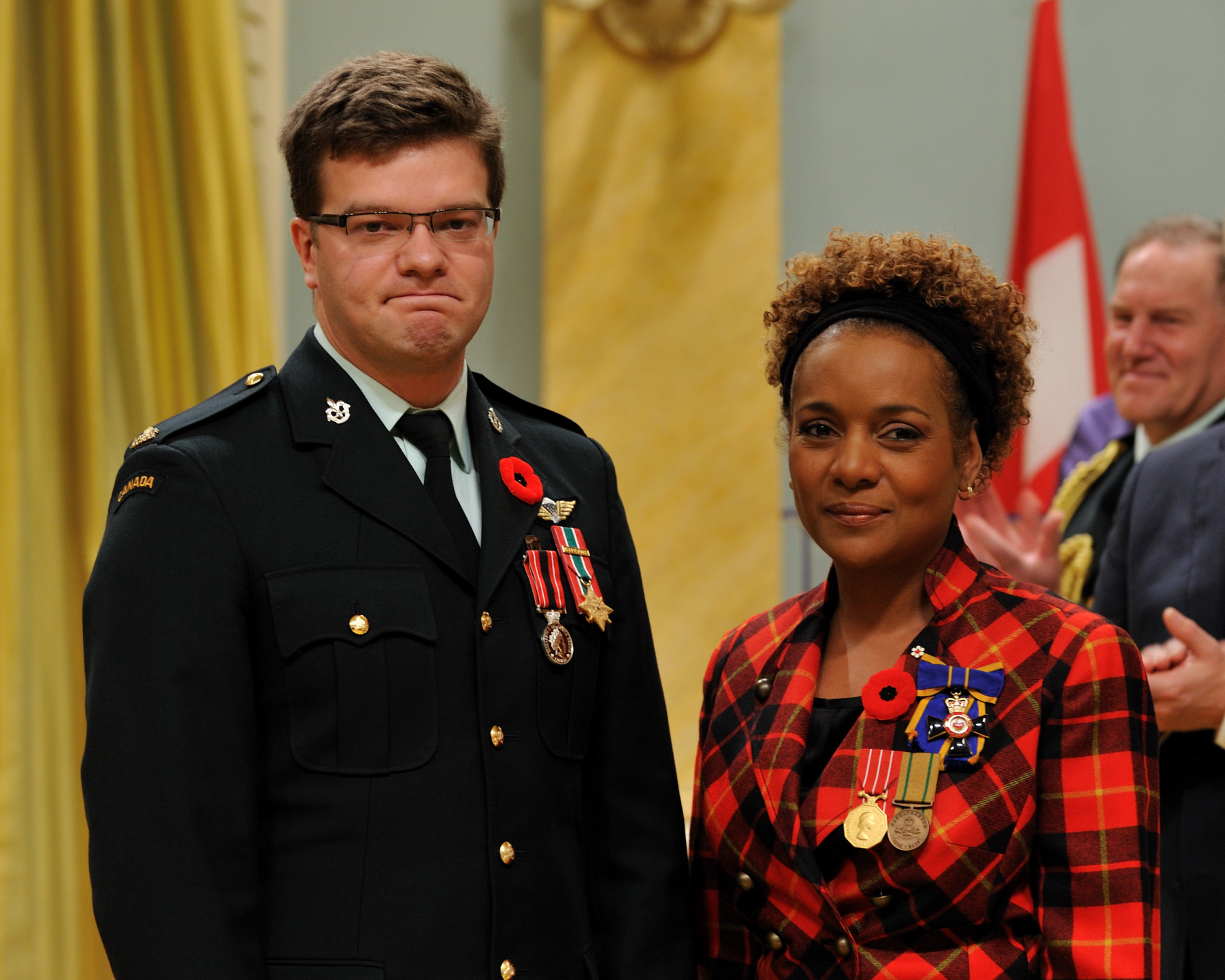 Her Excellency the Right Honourable Michaëlle Jean, Commander-in-Chief of Canada, presented the Sacrifice Medal to Captain Simon Jean Mailloux.