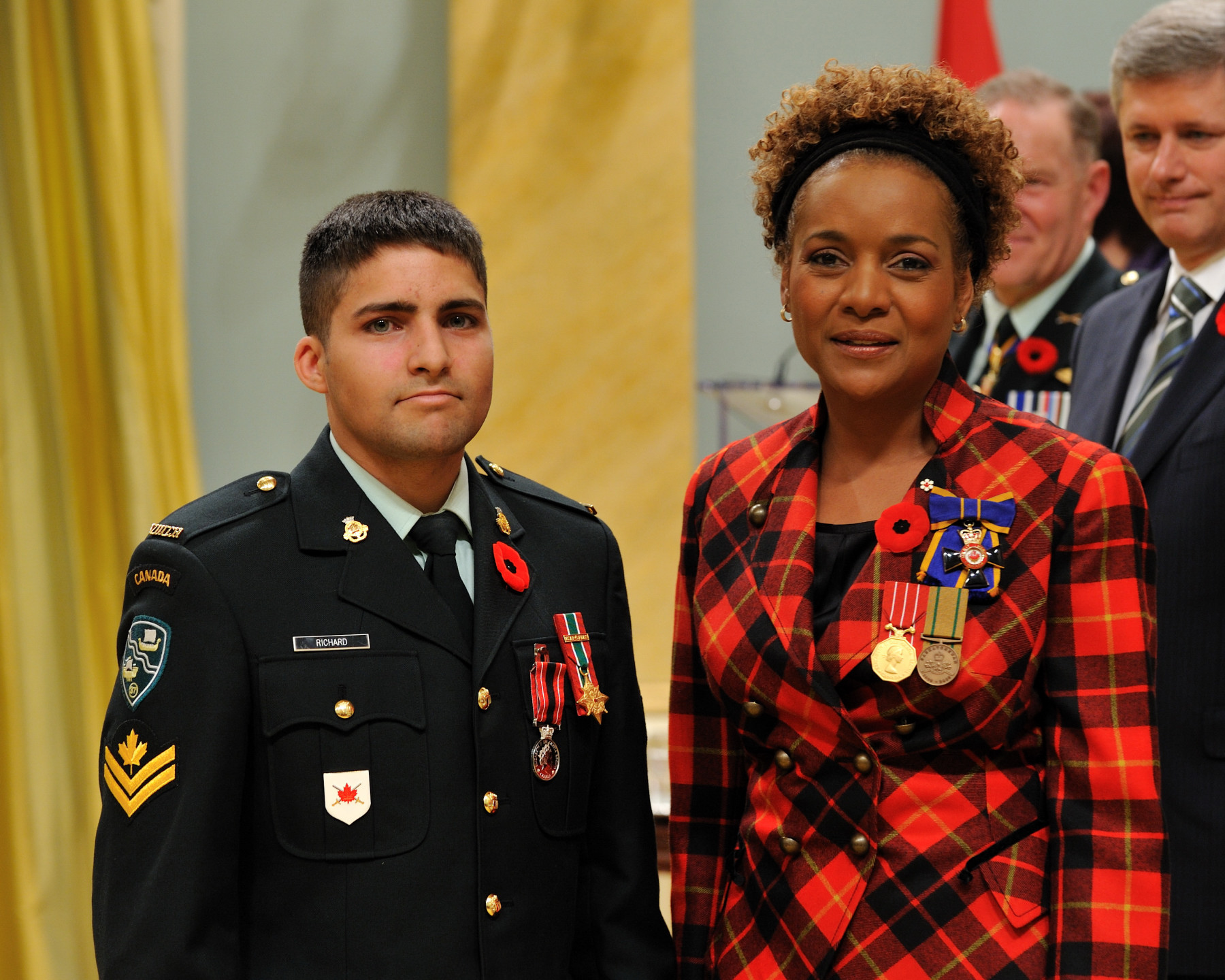 Her Excellency the Right Honourable Michaëlle Jean, Commander-in-Chief of Canada, presented the Sacrifice Medal to Master Corporal Joël Émile Richard.
