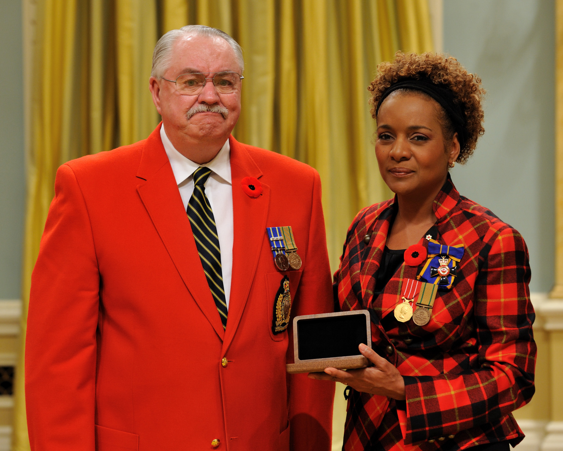 Her Excellency the Right Honourable Michaëlle Jean, Commander-in-Chief of Canada, presented the Sacrifice Medal to Ben Walsh, father of Master Corporal Jeffrey Scott Walsh , who was honoured posthumously.