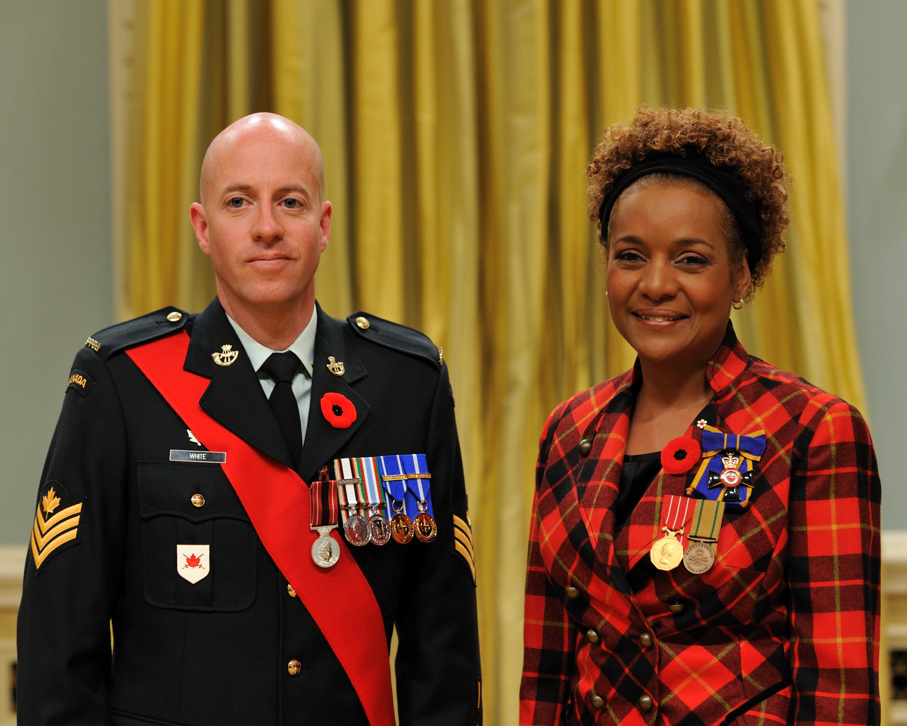 Her Excellency the Right Honourable Michaëlle Jean, Commander-in-Chief of Canada, presented the Sacrifice Medal to Sergeant Gregory Owen White.