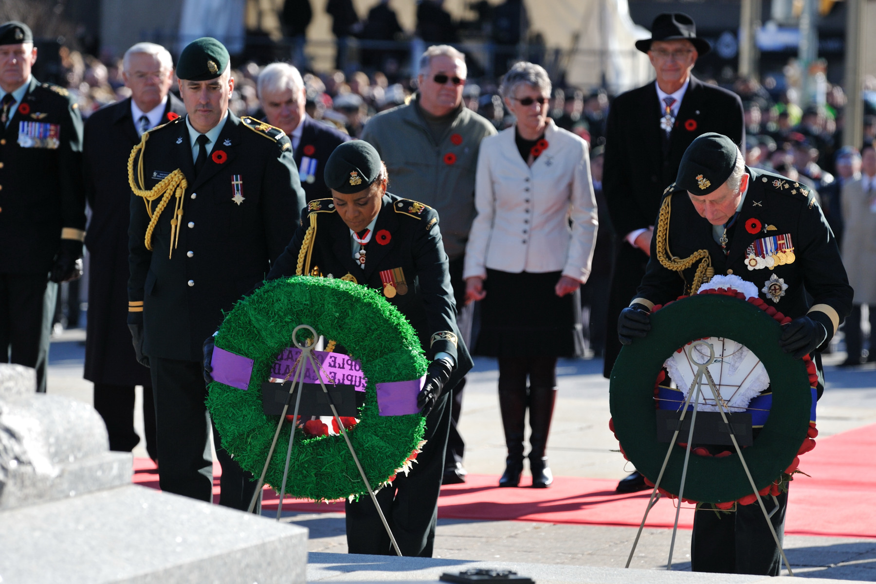Her Excellency and His Royal Highness both laid a wreath at the foot of the National War Memorial in honour of fallen soldiers.