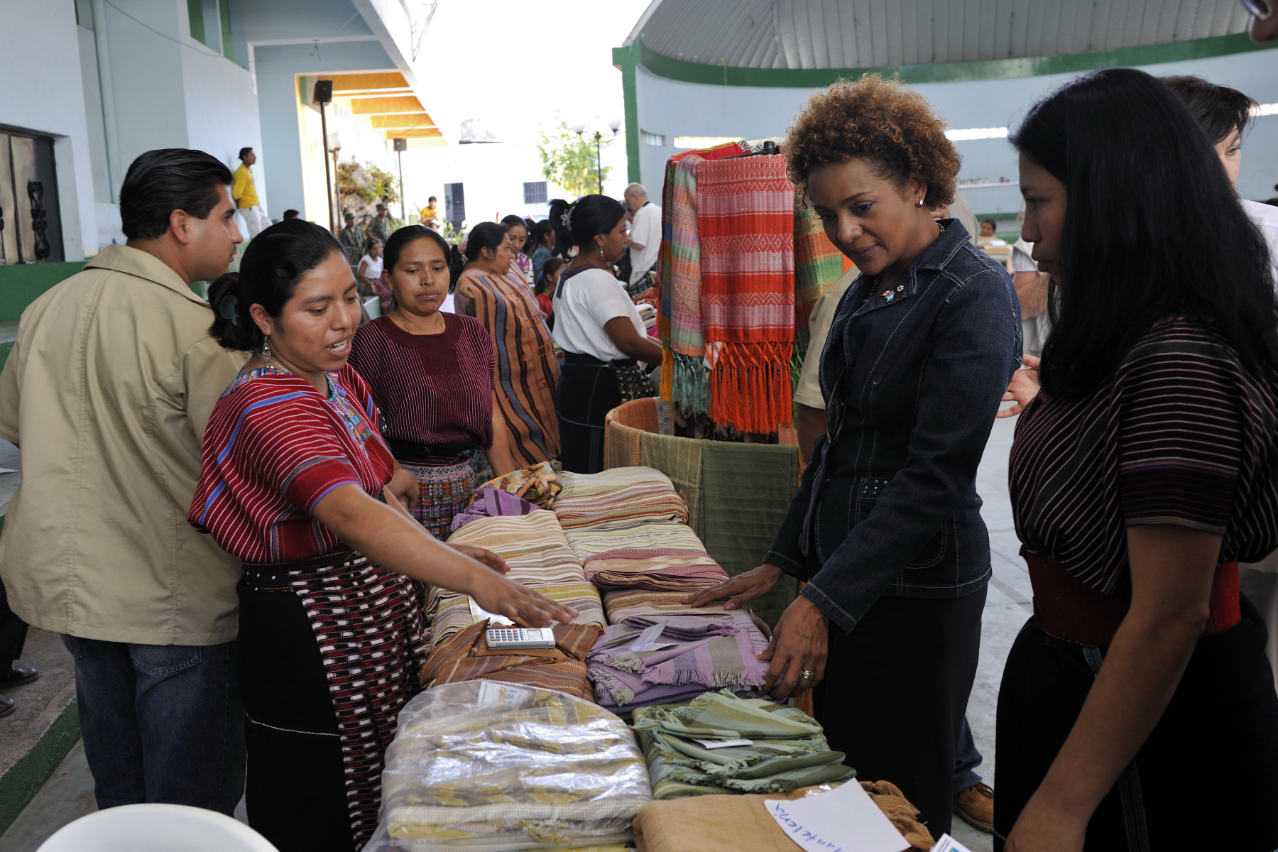 The Governor General looks at hand made products made by the associations of women weavers of San Juan La Laguna.
