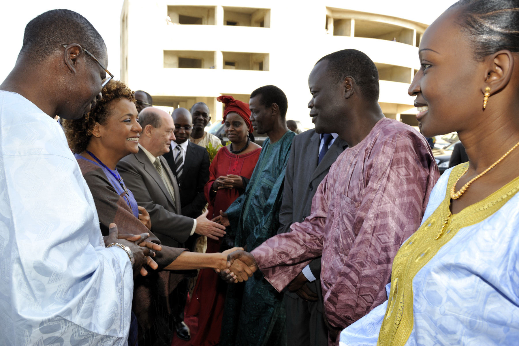 The Governor General shook a few hands outside Université Cheikh Anta Diop.