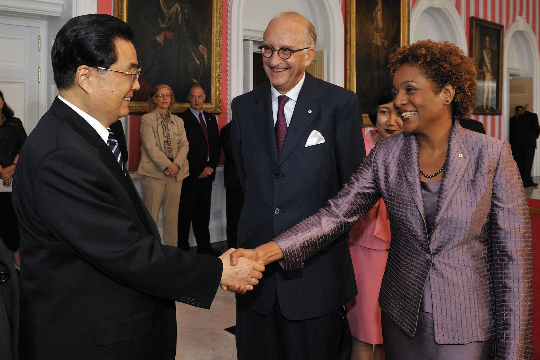 Their Excellencies the Right Honourable Michaëlle Jean, Governor General of Canada, and Mr. Jean-Daniel Lafond welcomed His Excellency Hu Jintao, President of the People's Republic of China, on the occasion of his State visit to Canada.