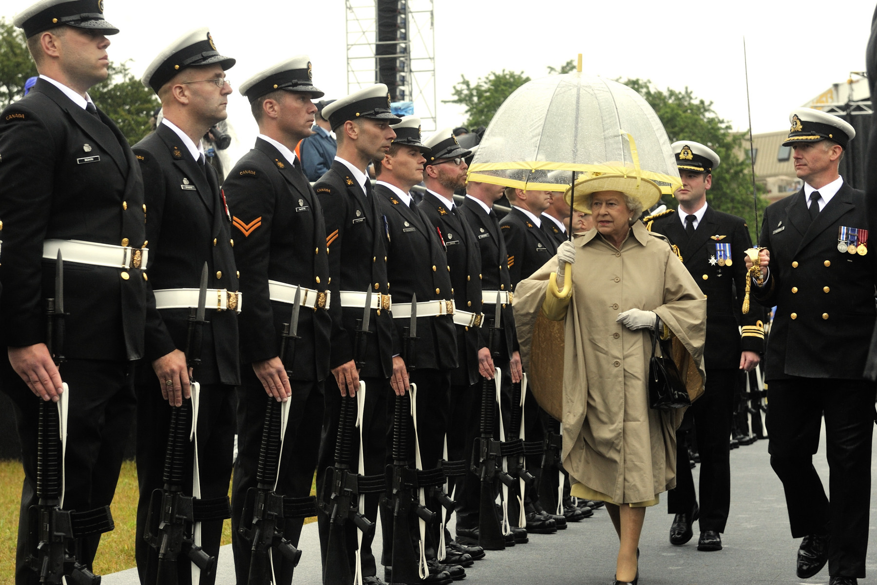 Her Majesty The Queen and His Royal Highness The Duke of Edinburgh will tour Halifax, Ottawa, Winnipeg, Toronto and Waterloo from June 28 to July 6, 2010. Upon her arrival, The Queen inspected the Guard of Honour.