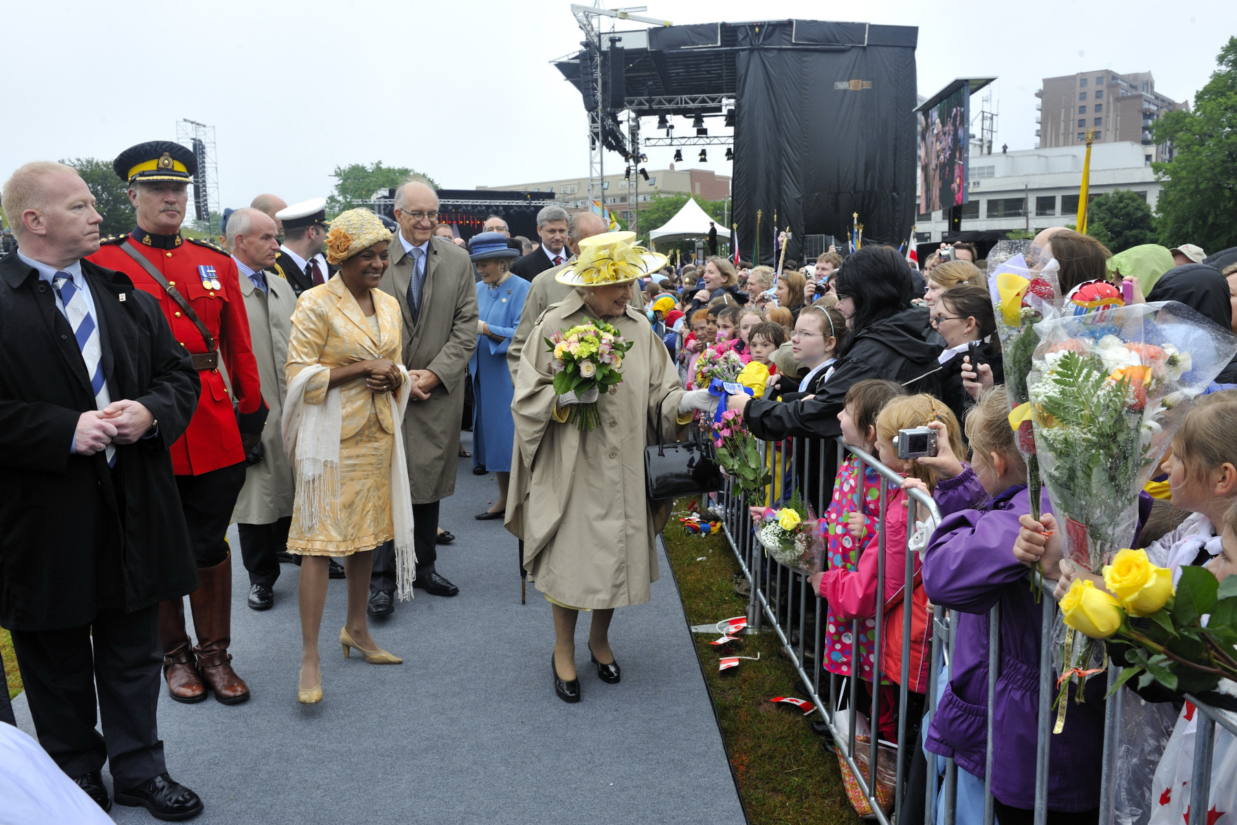 Her Majesty took a few minutes to say hello to the crowd.