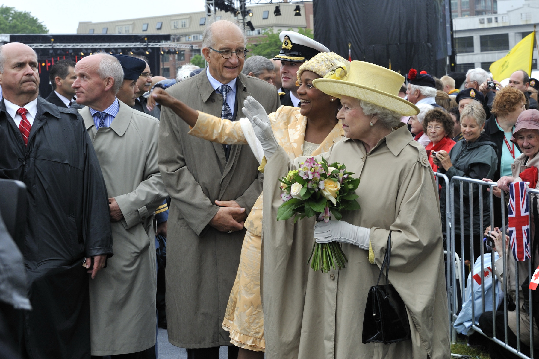 Her Majesty The Queen and Her Excellency the Governor General waved to the crowd.