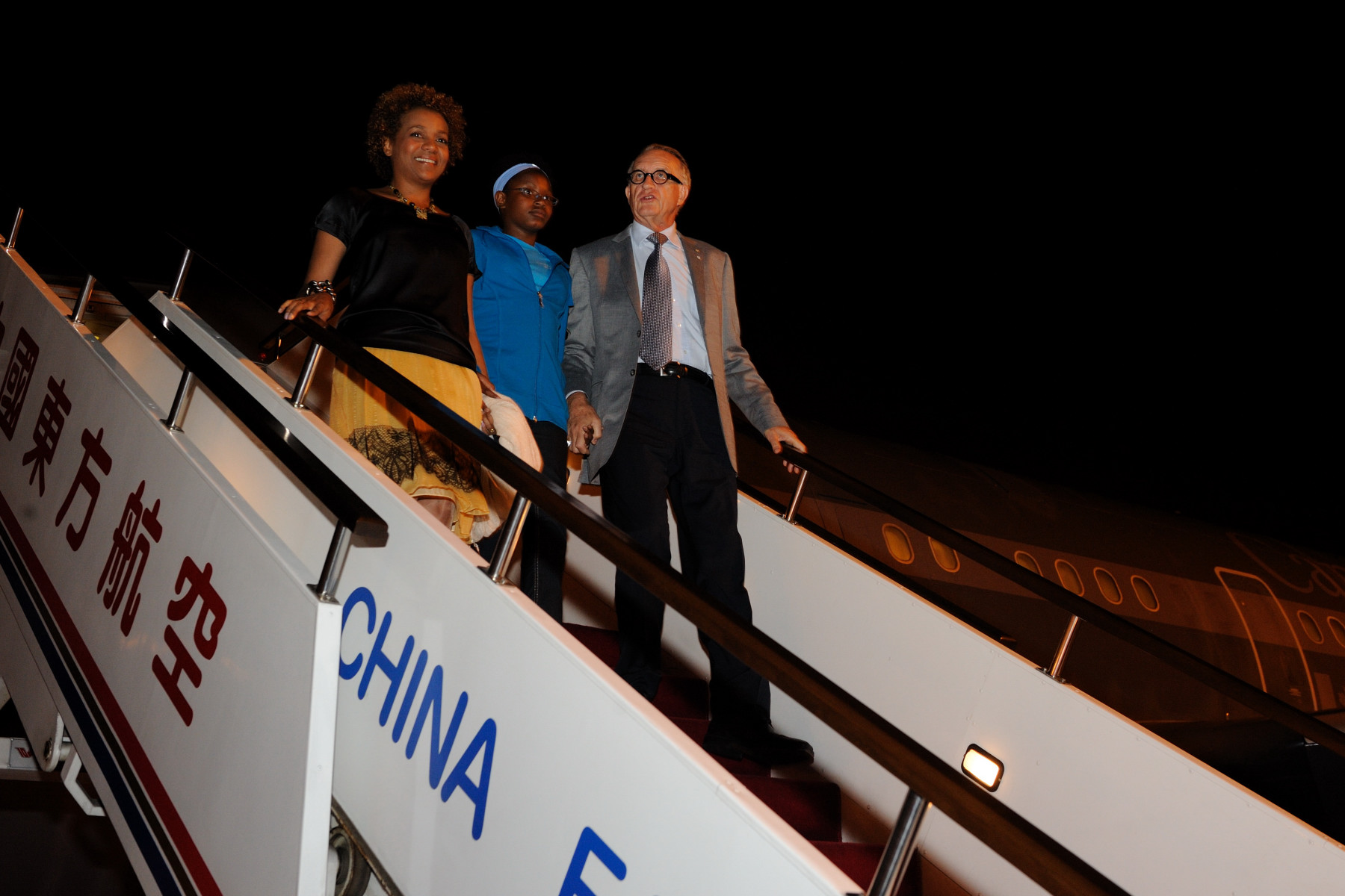 Their Excellencies and Marie-Éden as they arrived at Hongqiao International Airport in Shanghai.
