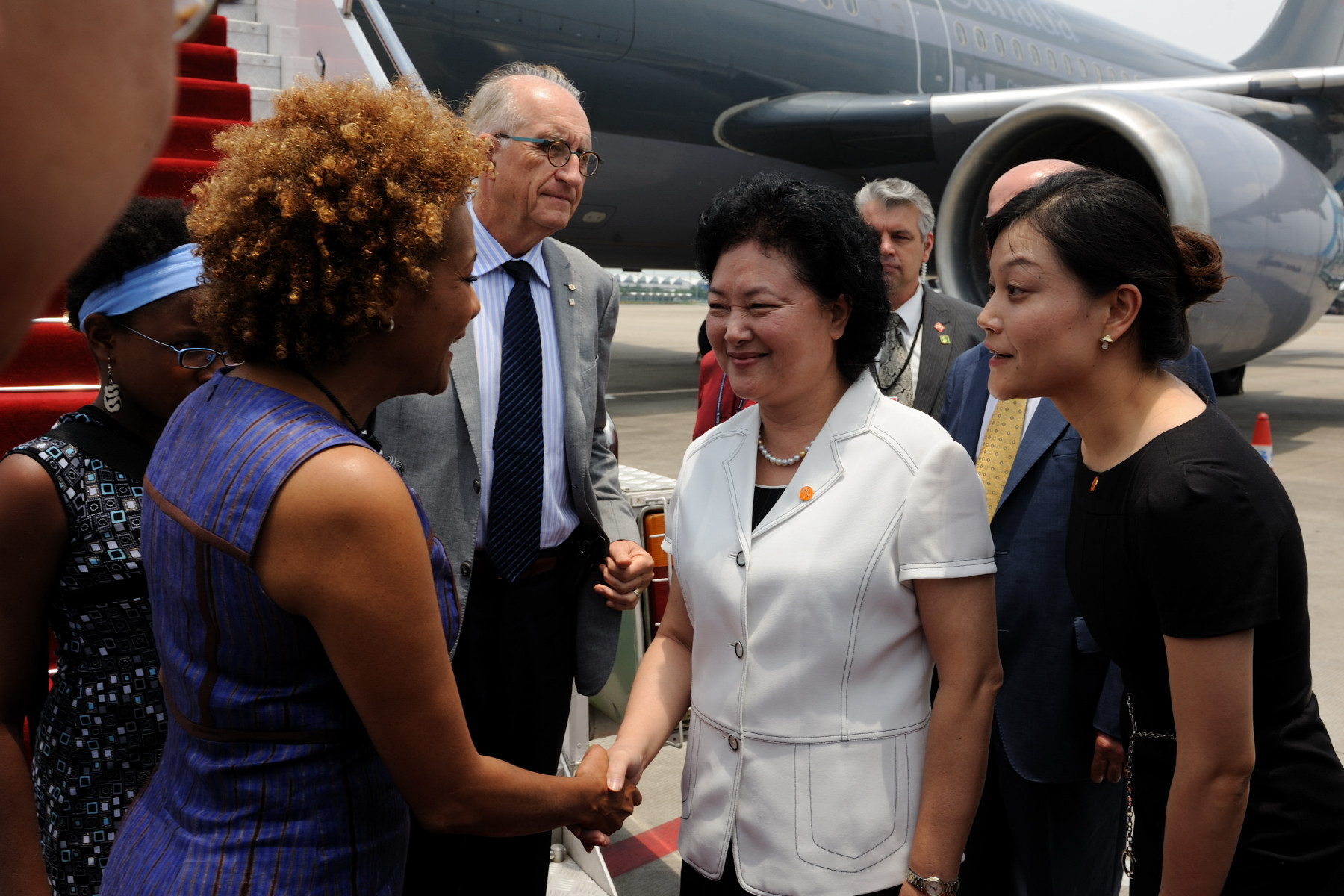 Upon their arrival in Guangzhou, Their Excellencies, Marie-Éden and the delegation were welcomed by the Vice-Governor of Guangdong.