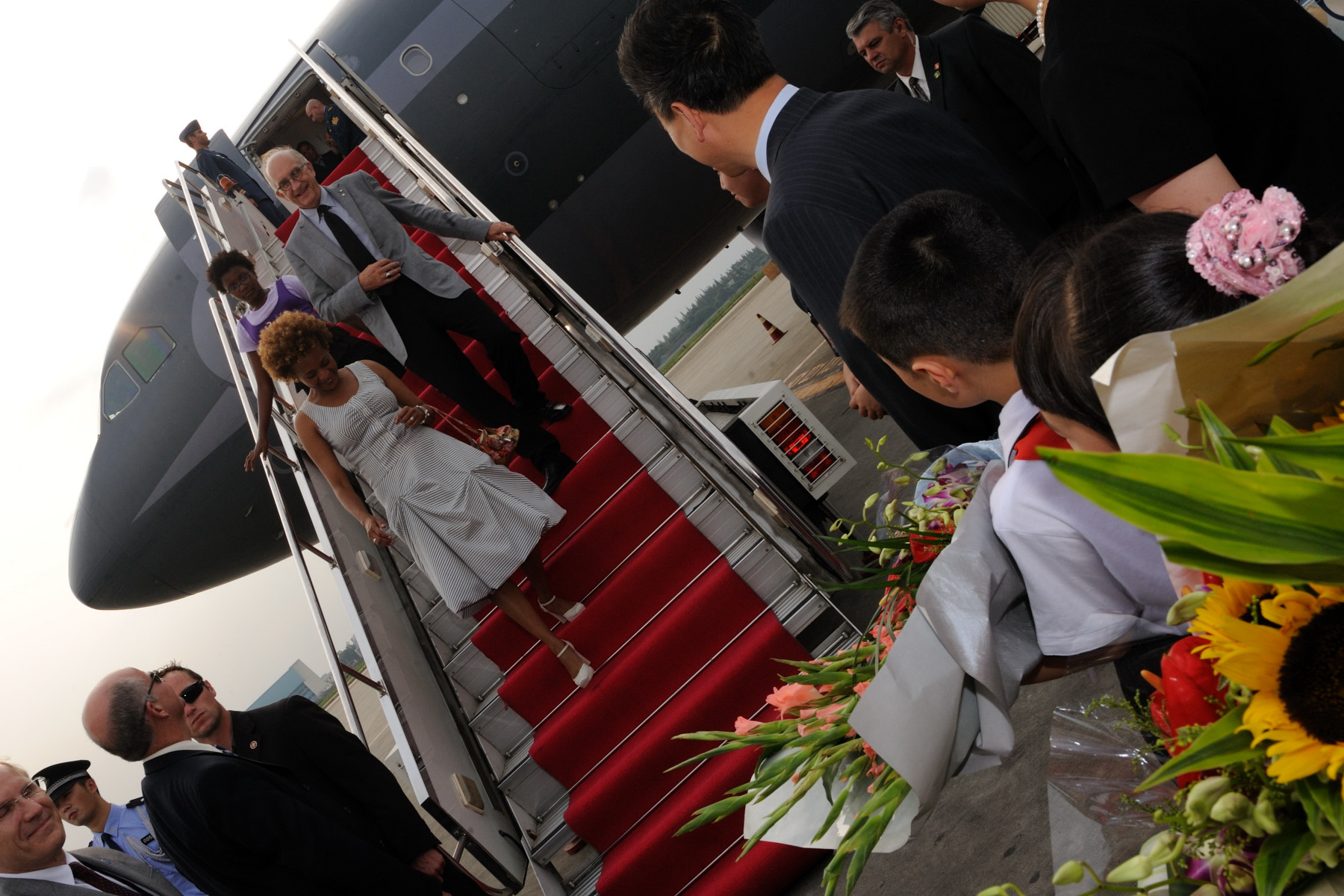 Their Excellencies, Marie-Éden and the Canadian delegation arrived at Chengdu Shuangliu International Airport, in Chengdu.