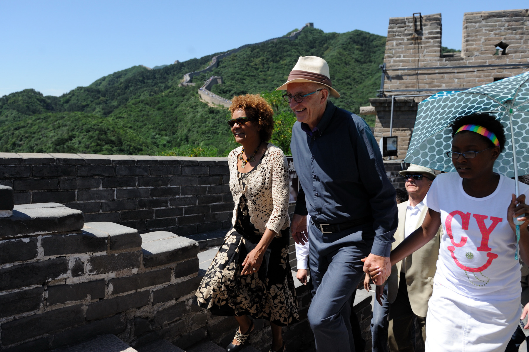 The Great Wall is one of the New Seven Wonders of the World. The Governor General, Mr. Lafond and Marie-Éden walked together on that wonder.