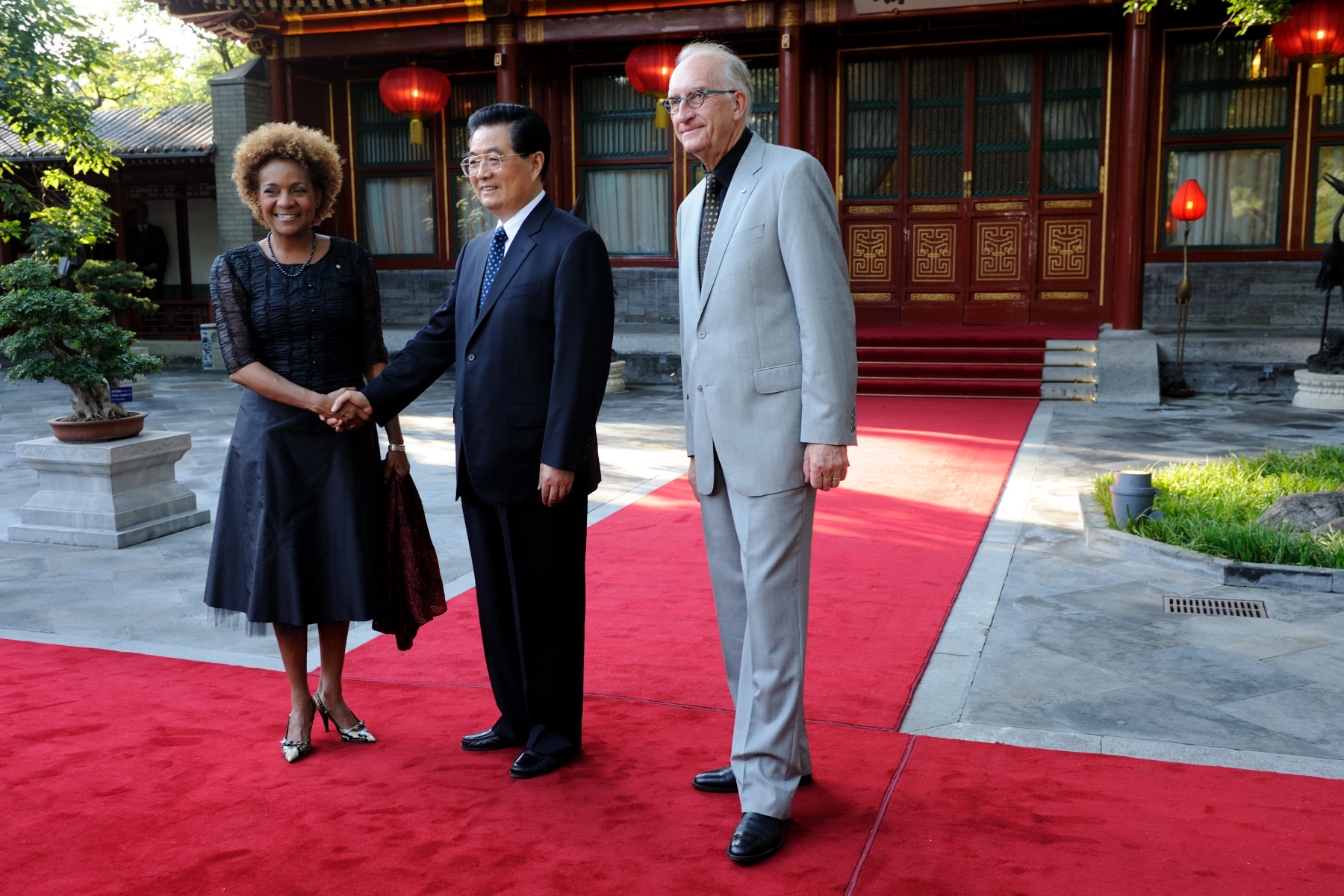 Their Excellencies met with the President of the People's Republic of China His Excellency Hu Jintao.