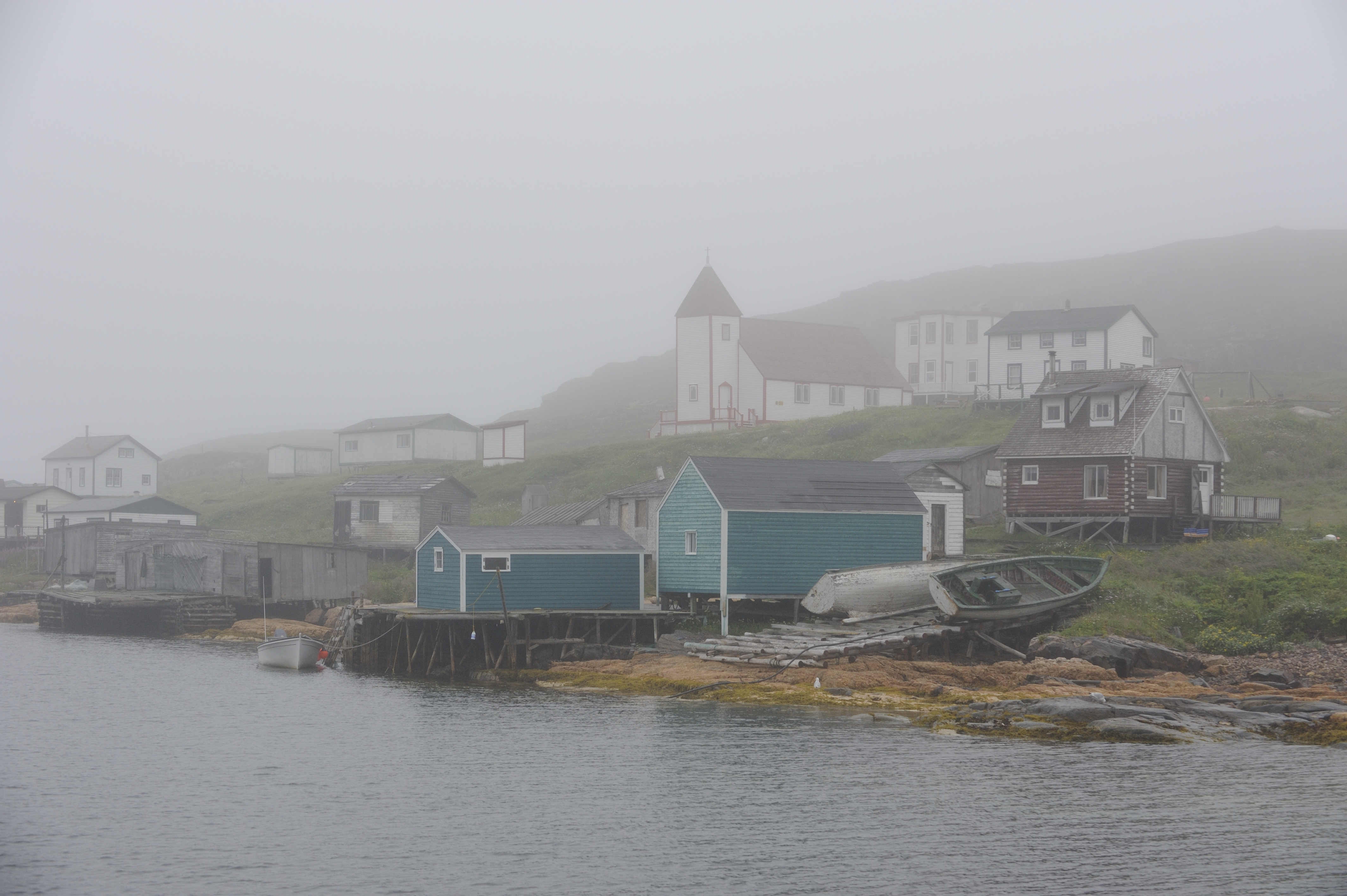 Their Excellencies and Marie-Éden visited Battle Harbour. Situated on a small, nearshore island, Battle Harbour was for two centuries the economic and social centre of the southeastern coast of Labrador.