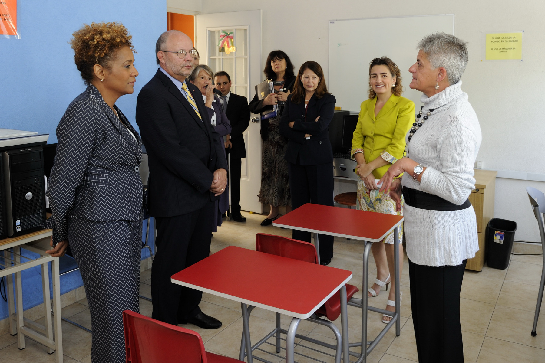 The Governor General also visited an internet classroom. For 25 years, the Canada Fund for Local Initiatives has supported the efforts of Mexican civil society organizations such as La Casa de la Sal.