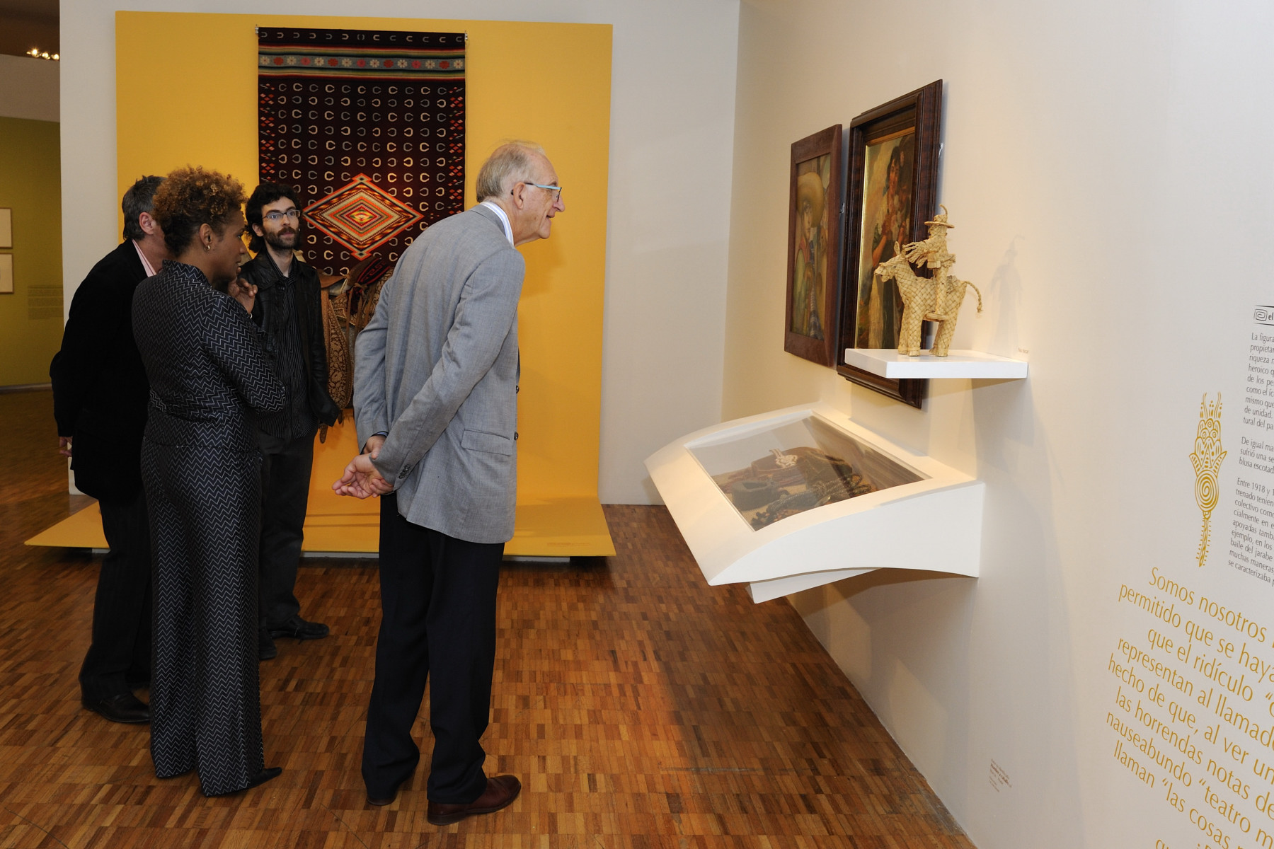 During the guided tour of the museum, His Excellency admired the artwork on display inside the museum.